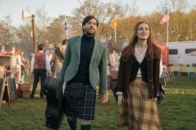Roger and Brianna celebrate a Scottish festival in America (Starz)