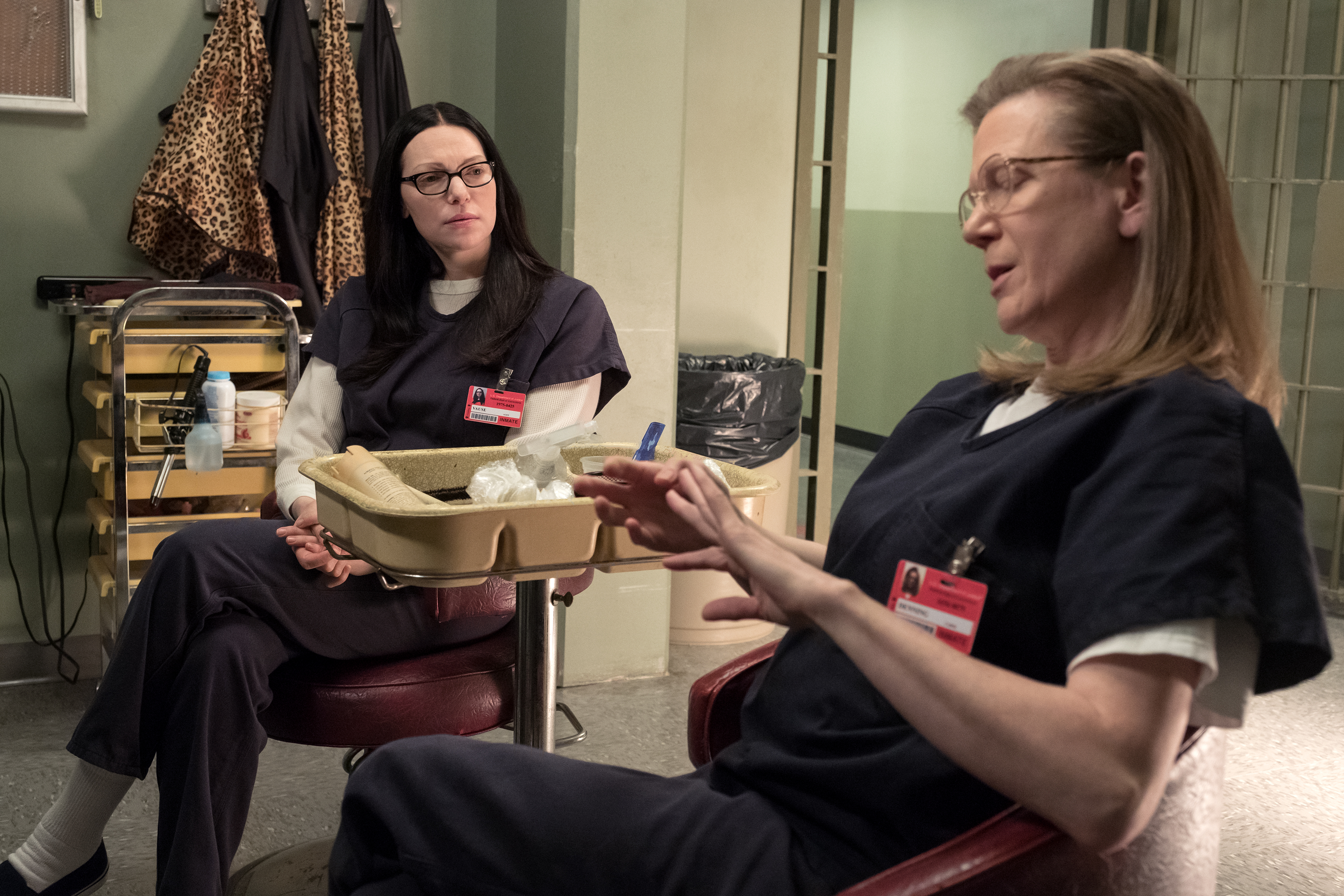 Alex  played by Laura Prepon and Carol Denning chat in Orange is the New Black. Source: Netflix