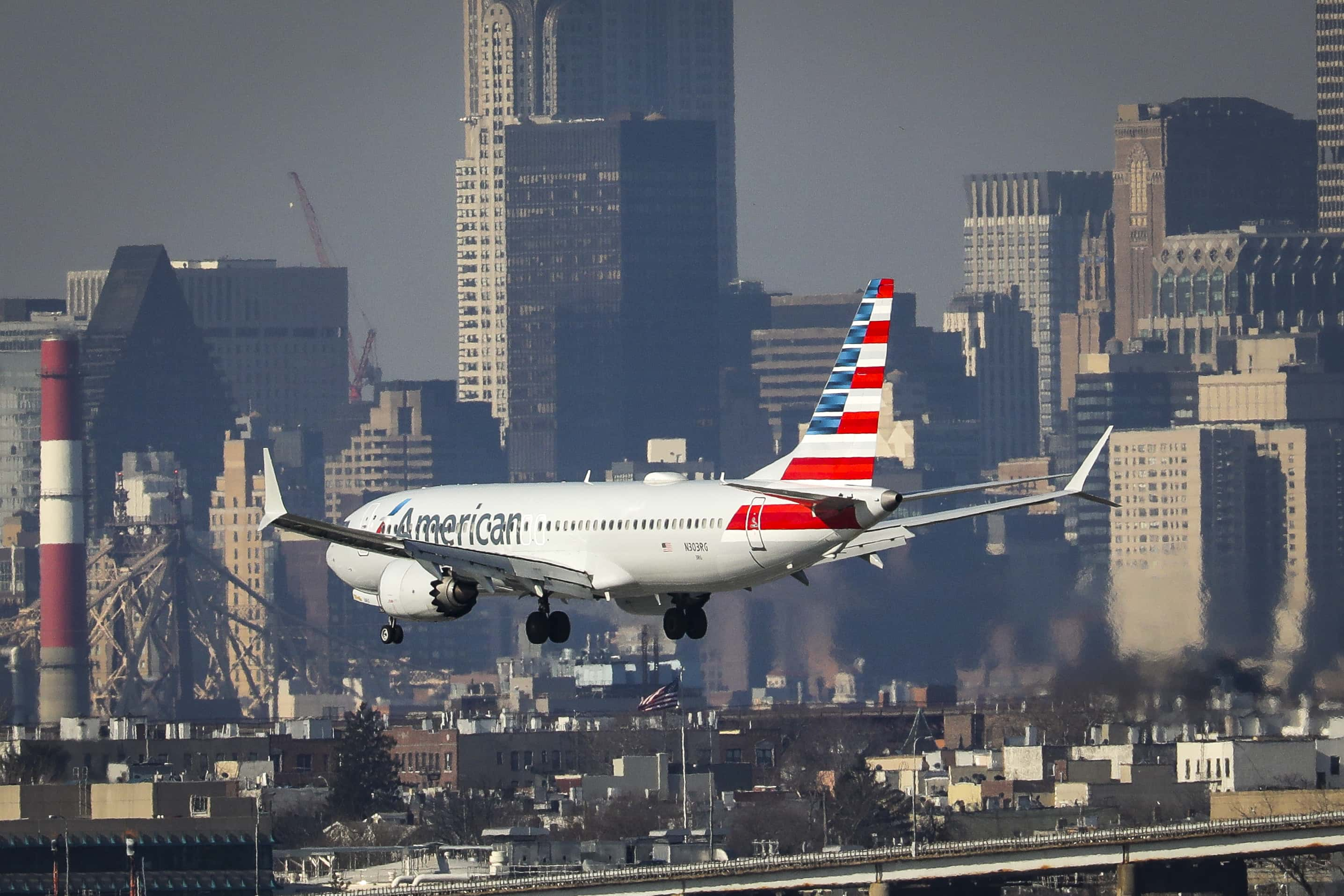 Chemical spill' on Philadelphia-bound American Airlines flight leaves crew  unconscious, passengers suffer 'burning eyes' | MEAWW