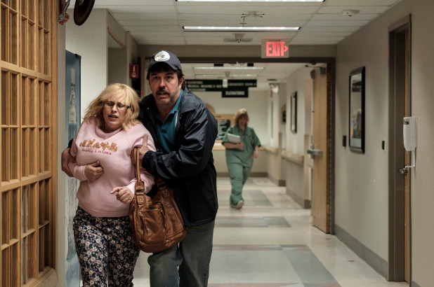 Patricia Arquette as Tillie (L), and Eric Lange as Lyle (R) in a scene from Escape at Dannemora's epsiode 6. Source: Showtime