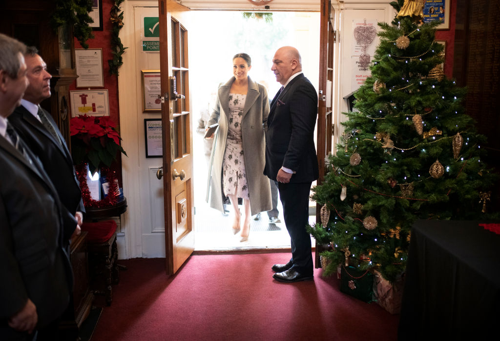 Meghan, Duchess of Sussex visits the Royal Variety Charity's residential nursing and care home at Brinsworth House on December 18, 2018 in Twickenham, England. (Photo by Geoff Pugh- WPA Pool/Getty Images)