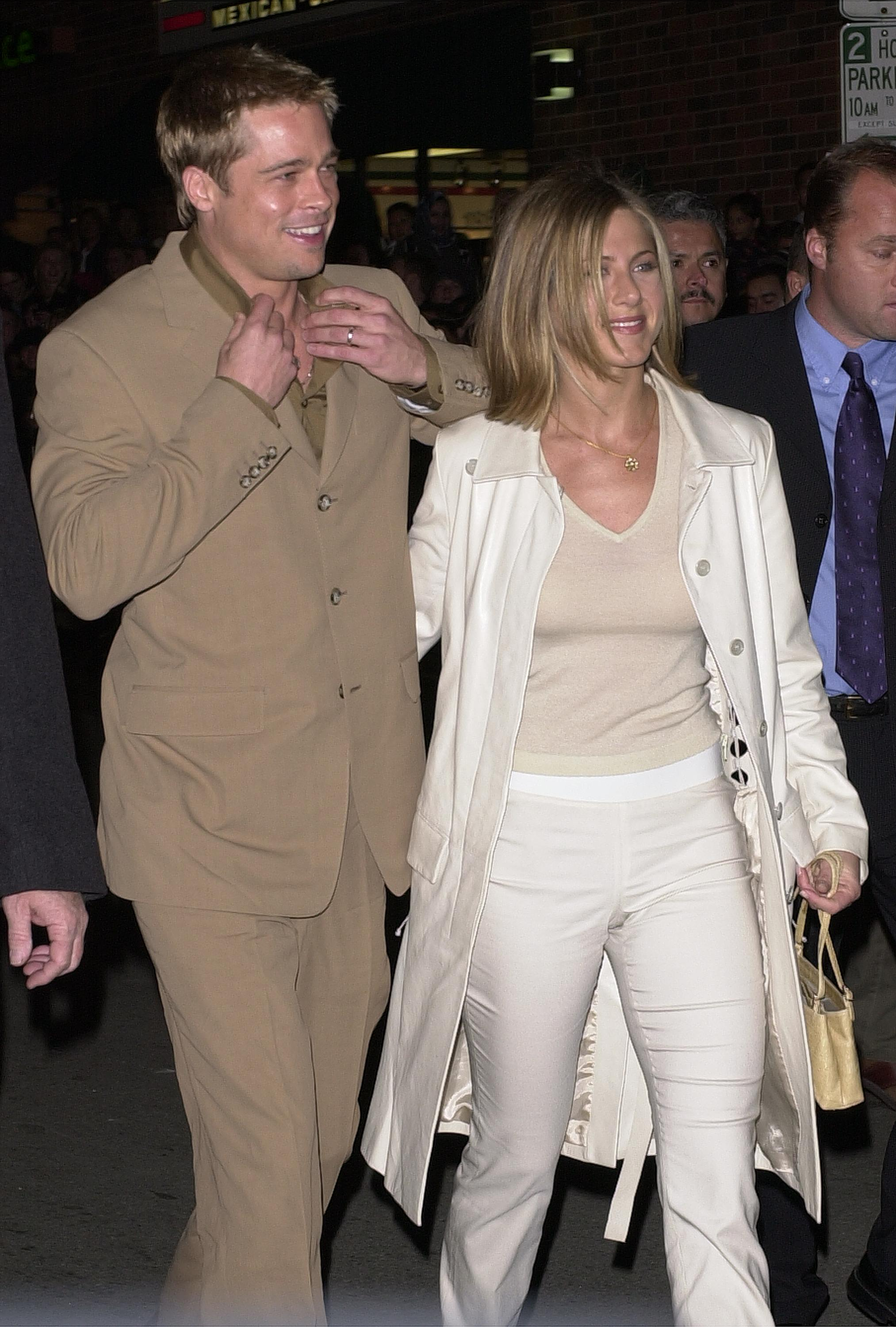 Actors Brad Pitt and wife Jennifer Aniston arrive for the premiere of 'The Mexican' February 23, 2001 in Westwood, CA. (Photo by Vince Bucci/Newsmakers)