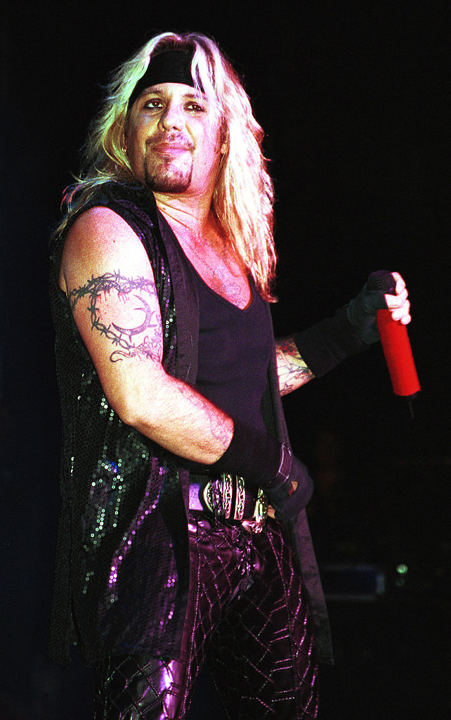 Vocalist Vince Neil of Motley Crue performs August 11, 2000, at the Jones Beach Theatre in New York. (Source: George De Sota/Liaison)