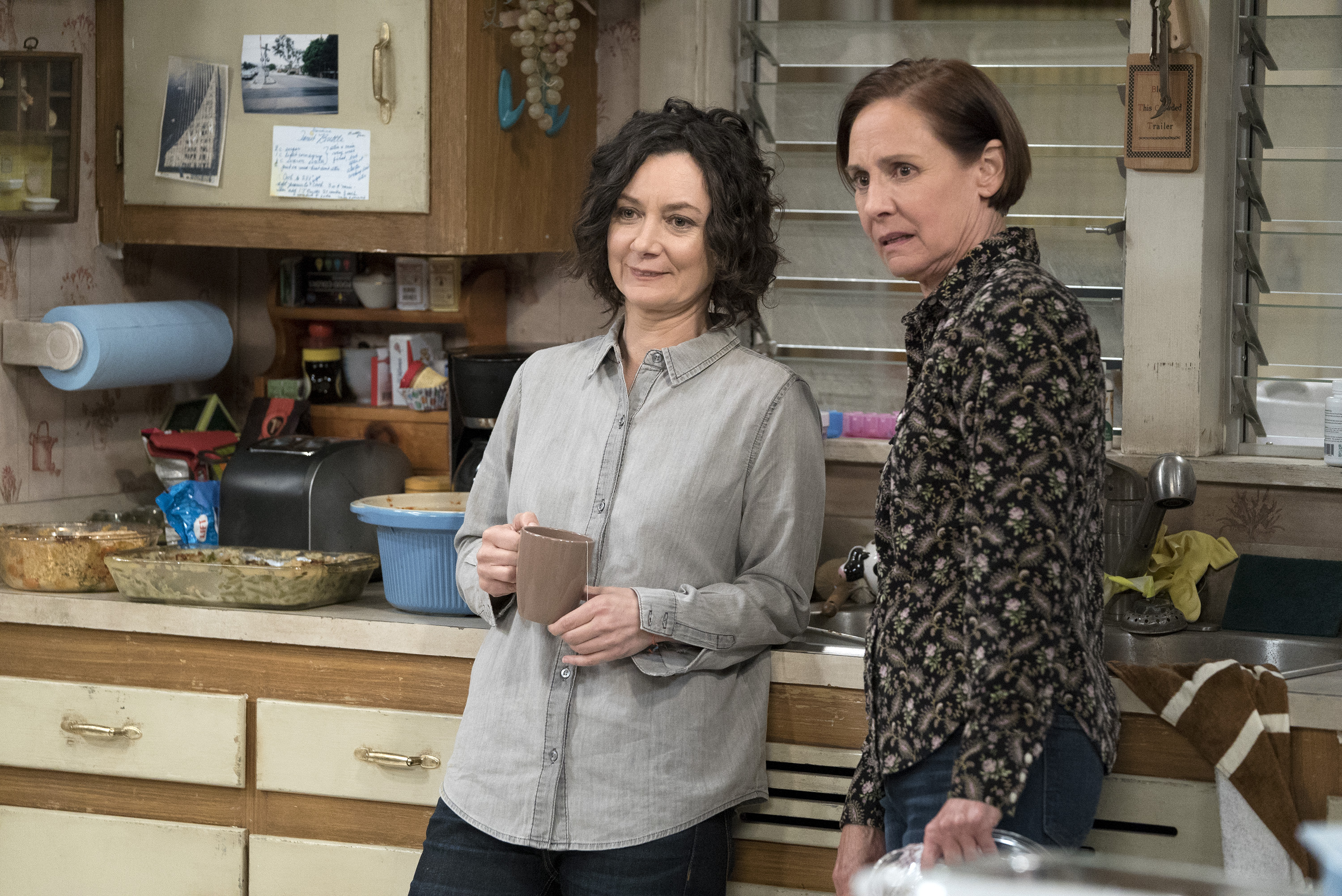 First look at ABC's 'The Conners'. In this photo: Sara Gilbert and Laurie Metcalf. (Photo Credit: American Broadcasting Companies, Inc)