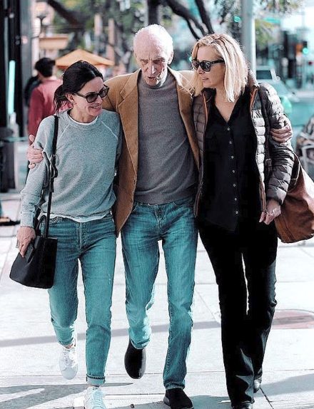 Courtney Cox, Lisa Kudrow, and Kudrow's father Lee (Source: Instagram)