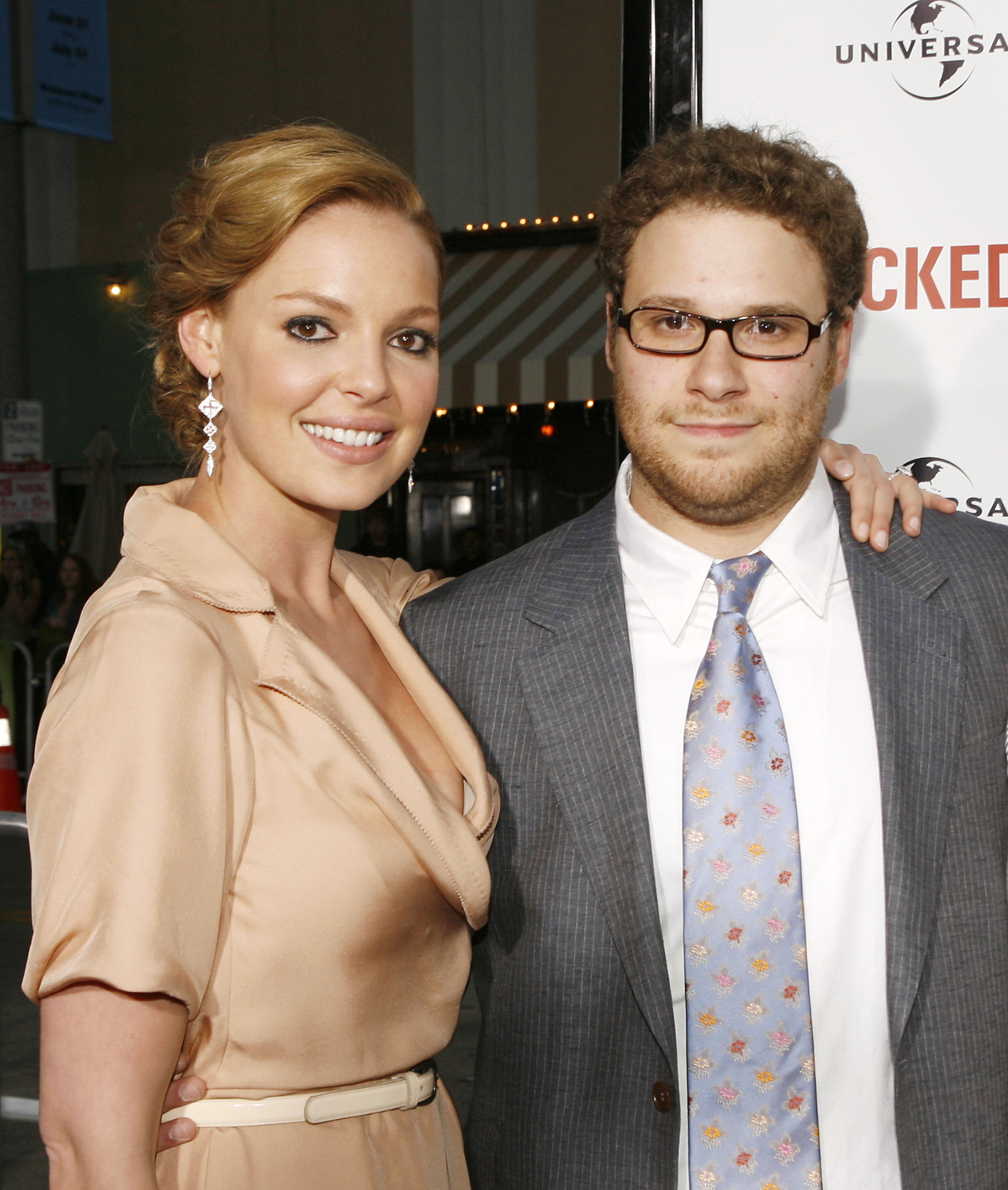 Actress Katherine Heigl and actor/executive producer Seth Rogen pose at the premiere of Universal Pictures' 'Knocked Up' at the Mann's Village Theater on May 21, 2007, in Los Angeles, California. (Getty Images)