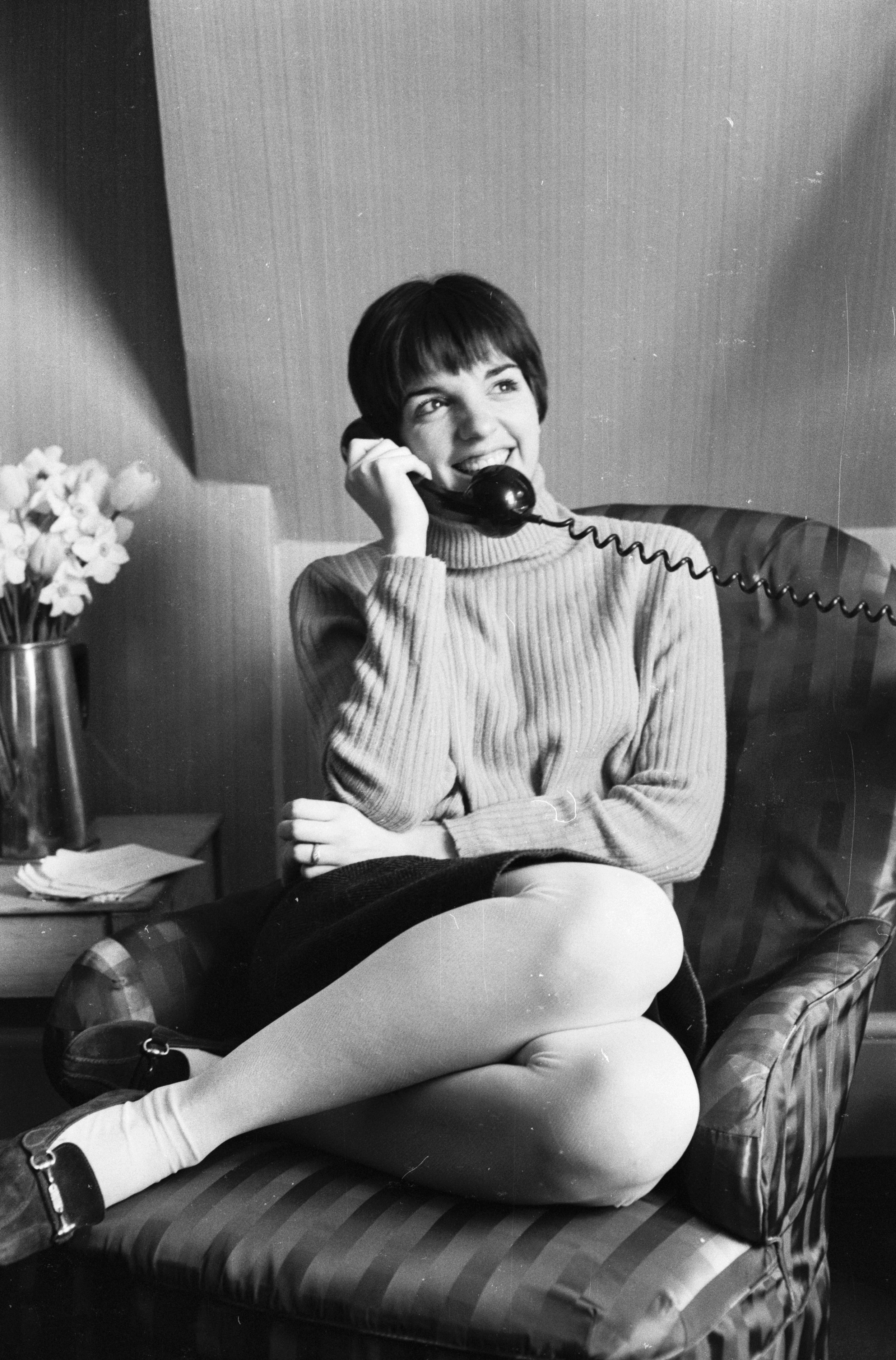 American singer and actress Liza Minnelli makes a phonecall (Getty Images)