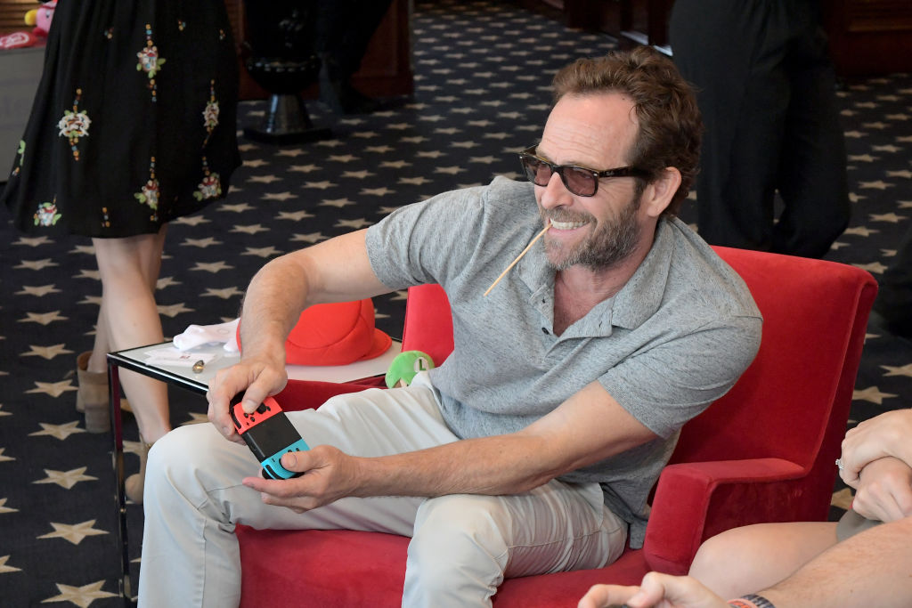 Luke Perry puts his gaming skills to the test playing Mario Kart 8 Deluxe on Nintendo Switch at the Variety Studio at Comic-Con 2018 on July 21, 2018 in San Diego, California.(Photo by Charley Gallay/Getty Images for Nintendo )
