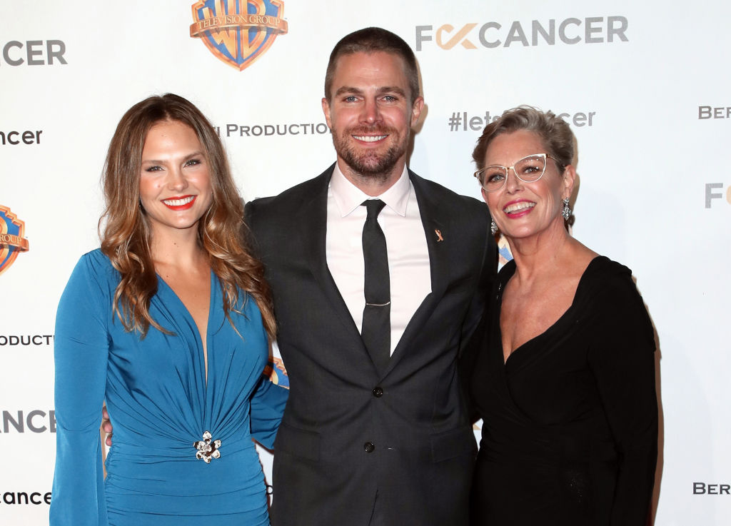 (L-R) Cassandra Jean, Stephen Amell and Sandra Bolt attend FCancer's 1st Annual Barbara Berlanti Heroes Gala at Warner Bros. Studios on October 13, 2018 in Burbank, California. (Photo by David Livingston/Getty Images)
