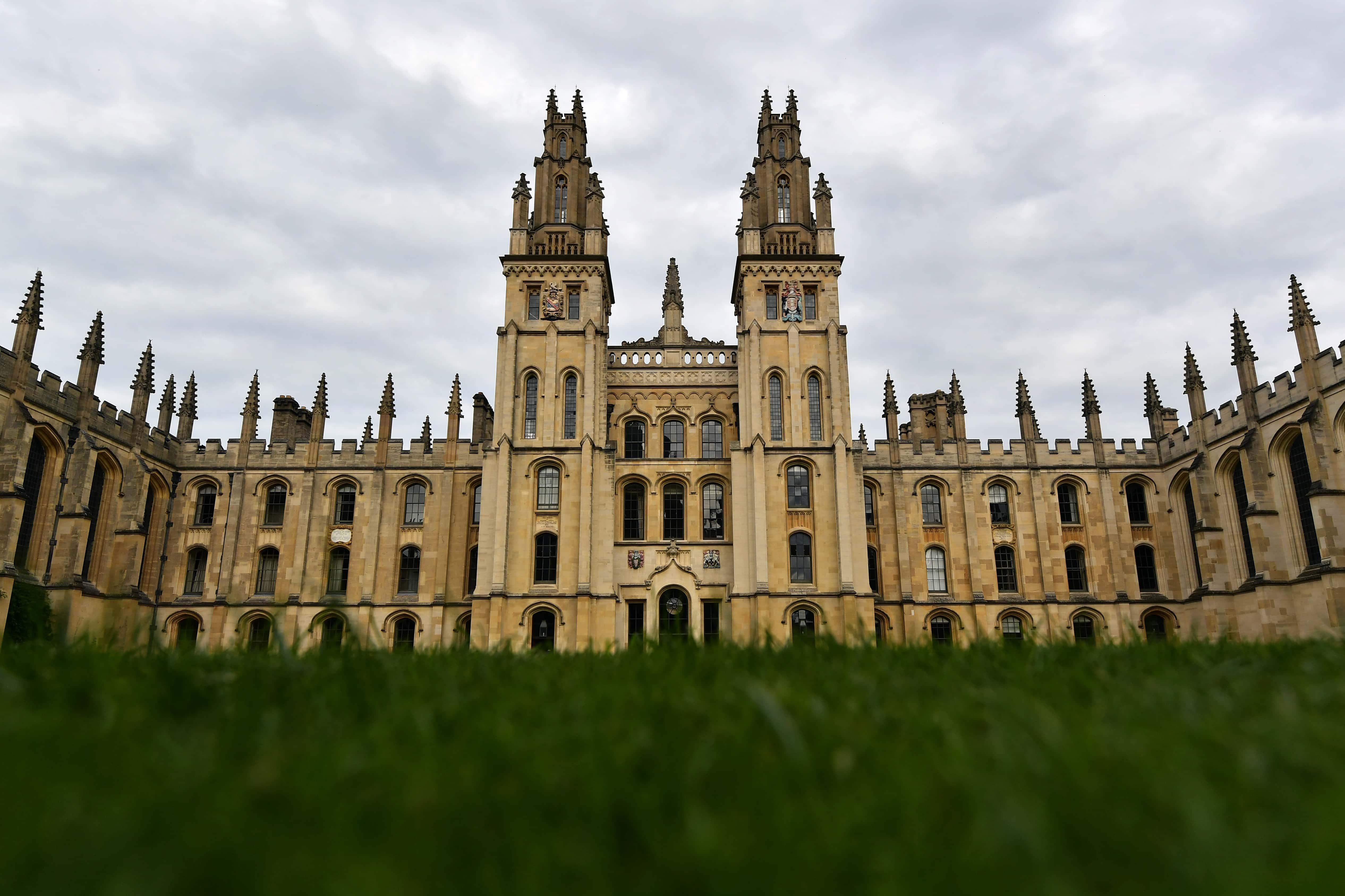 менее, фото оксфордского университета геометрически правильной