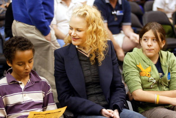 Nicole Kidman with Connor (L) and Isabella (R) at a game between the Los Angeles Lakers and the Miami Heat at the Staples Center December 25, 2004 in Los Angeles, California. (Photo by Matthew Simmons/Getty Images)