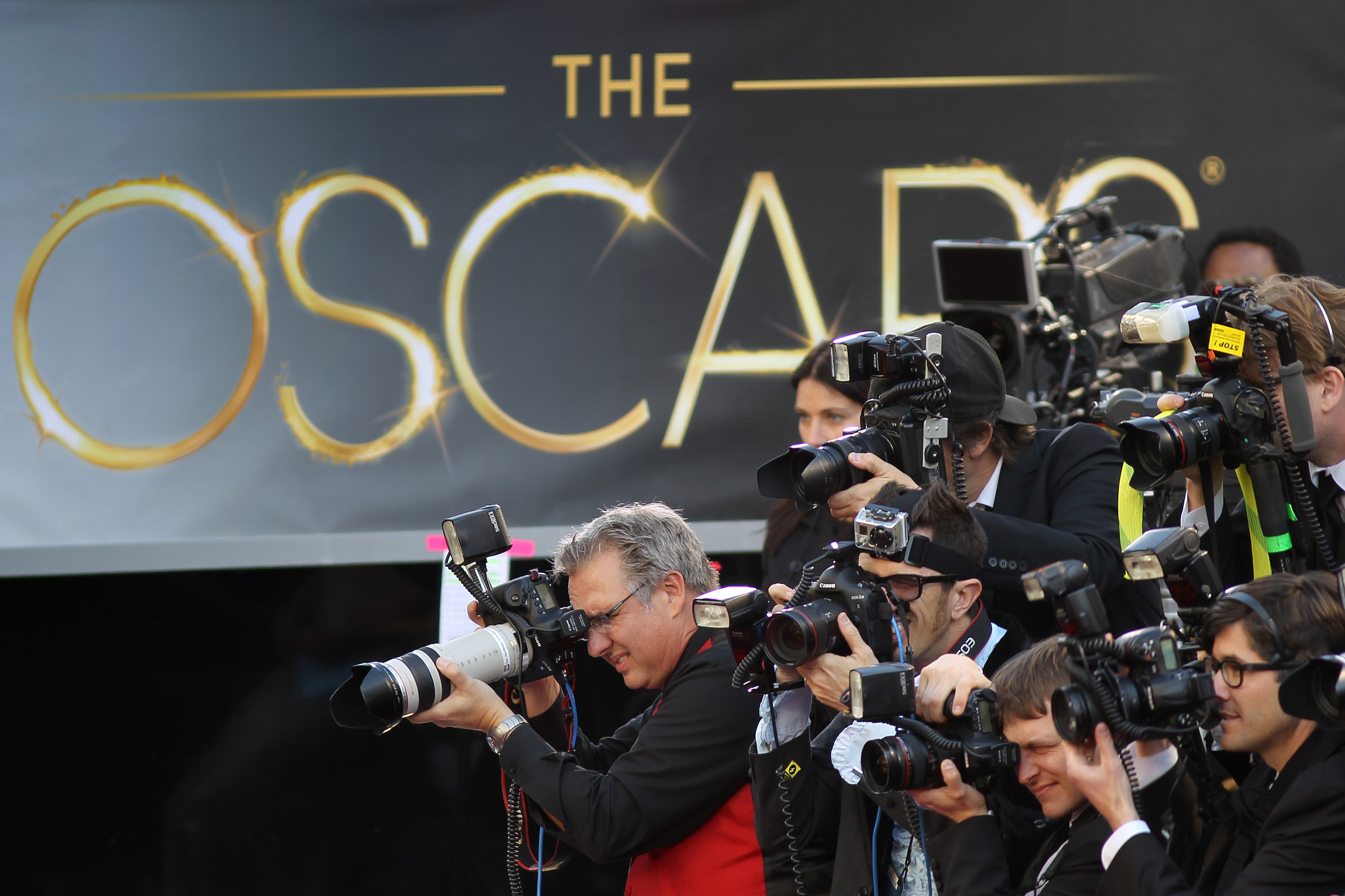 Oscars 2019 live stream date time how and where to watch 91st academy awards live meaww - Red carpet photographers ...