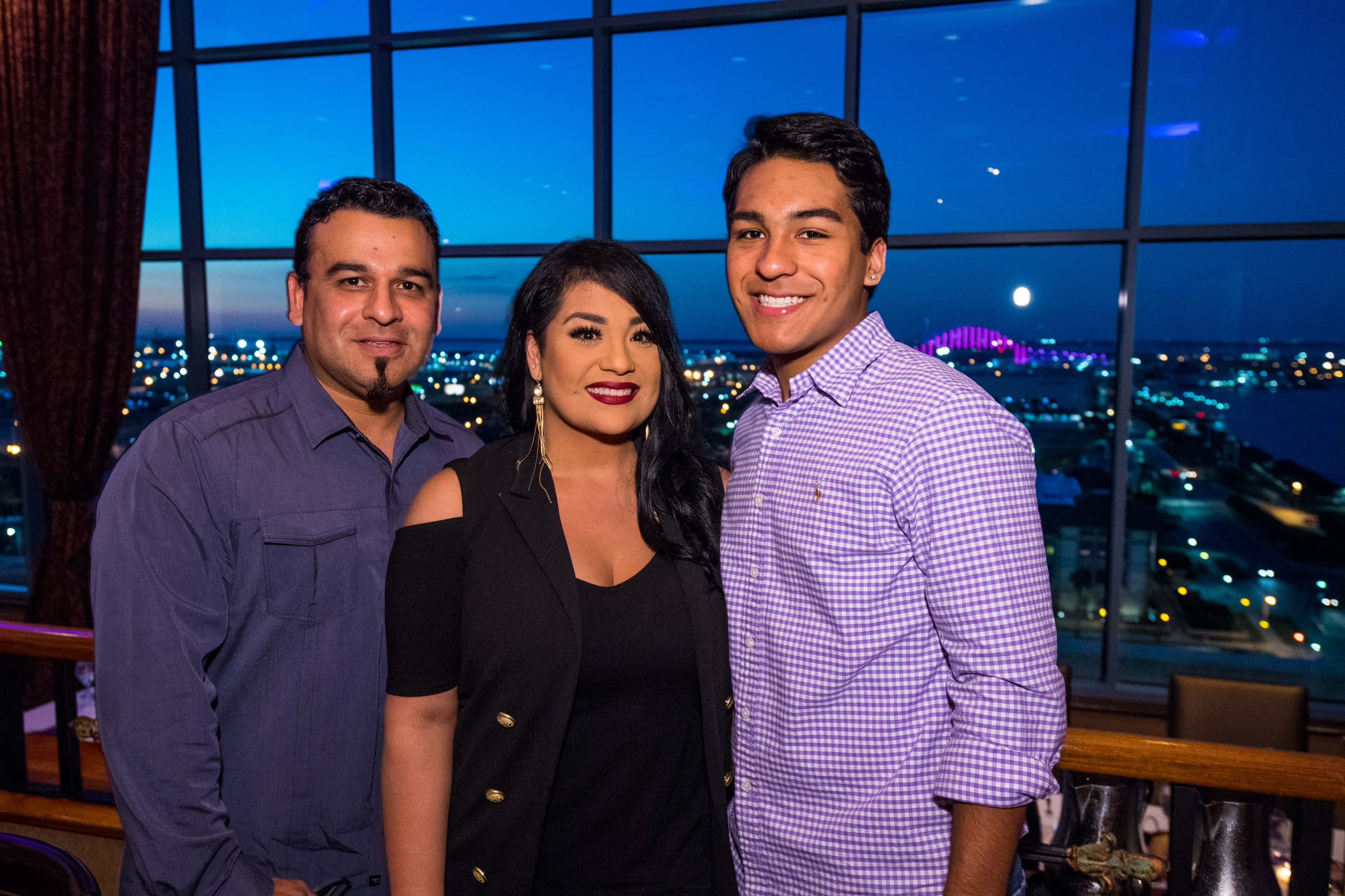 Selena: The Series' Episode 8 'Gold Rush': Who is Bill Arriaga? Meet Suzette  Quintanilla's husband and son | MEAWW