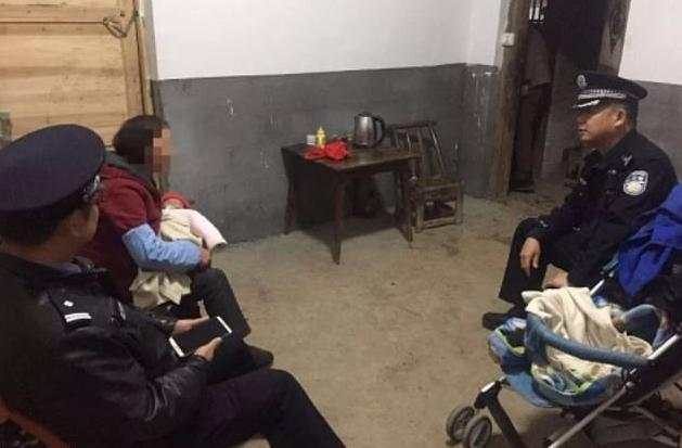 The grandmother reunited with her infant granddaughter at the police station (Source: Yiwu Police)