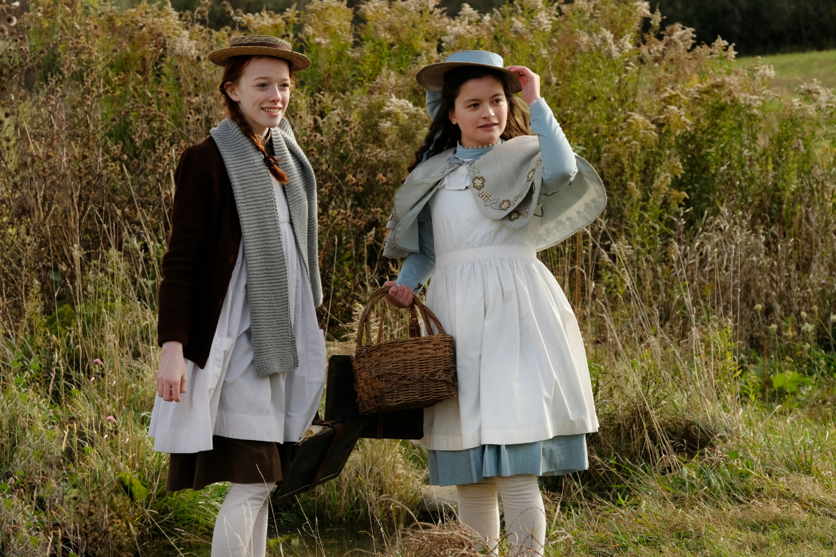 Amybeth and Dalila as Anne and Diana respectively (Netflix)