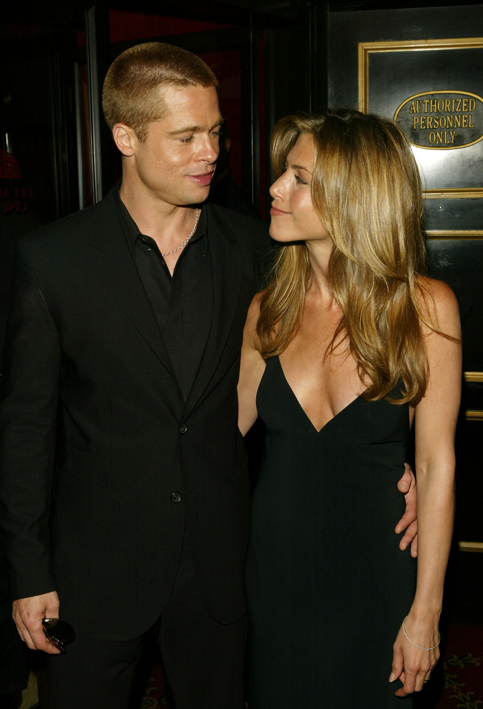 Brad Pitt is now apparently trying to make amends with his ex Jennifer Aniston by putting all the hard feelings in the past and asking for forgiveness. (Photo by Peter Kramer/Getty Images)
