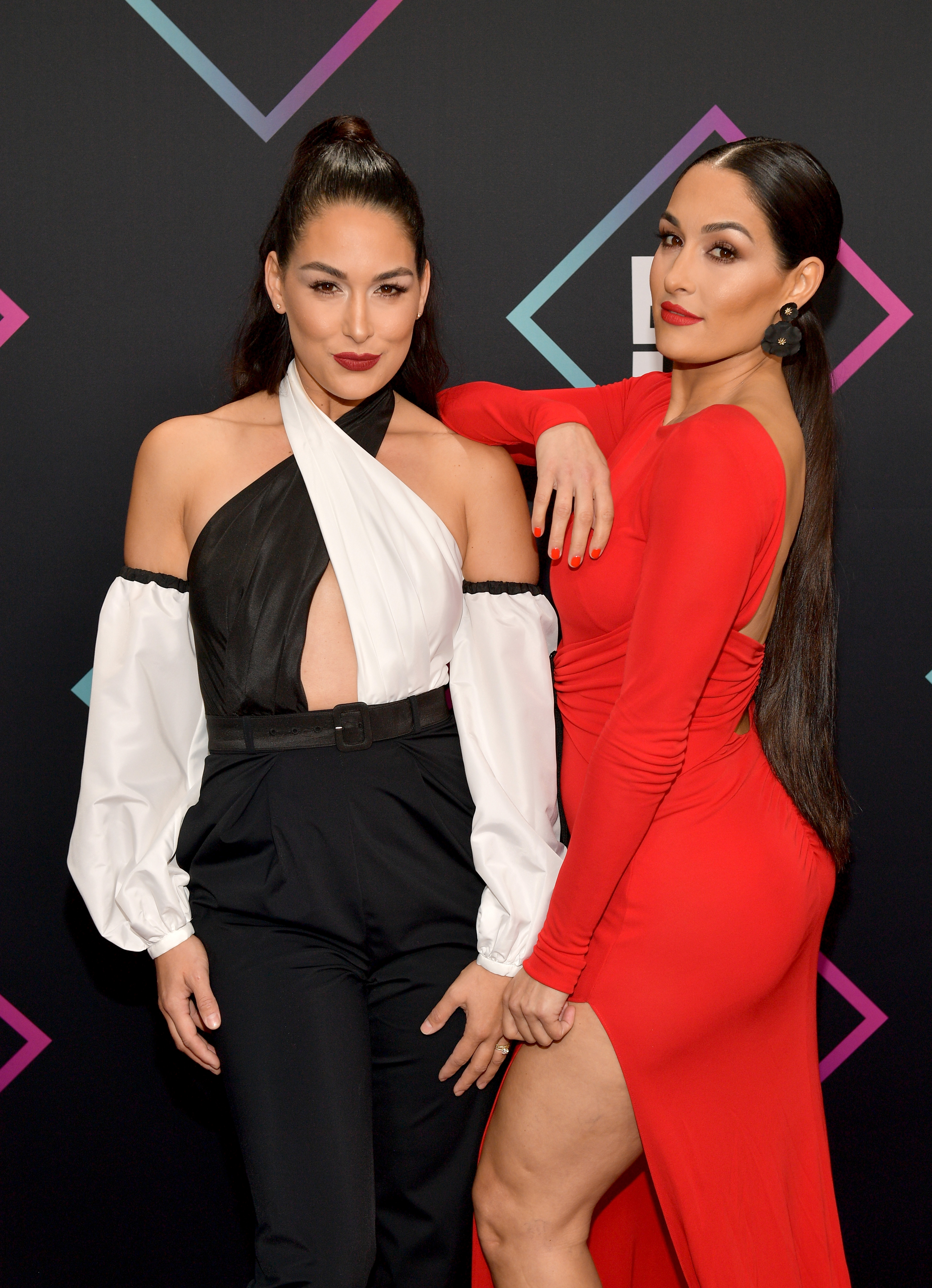 Brie Bella (L) and Nikki Bella attend the People's Choice Awards 2018 at Barker Hangar on November 11, 2018 in Santa Monica, California.