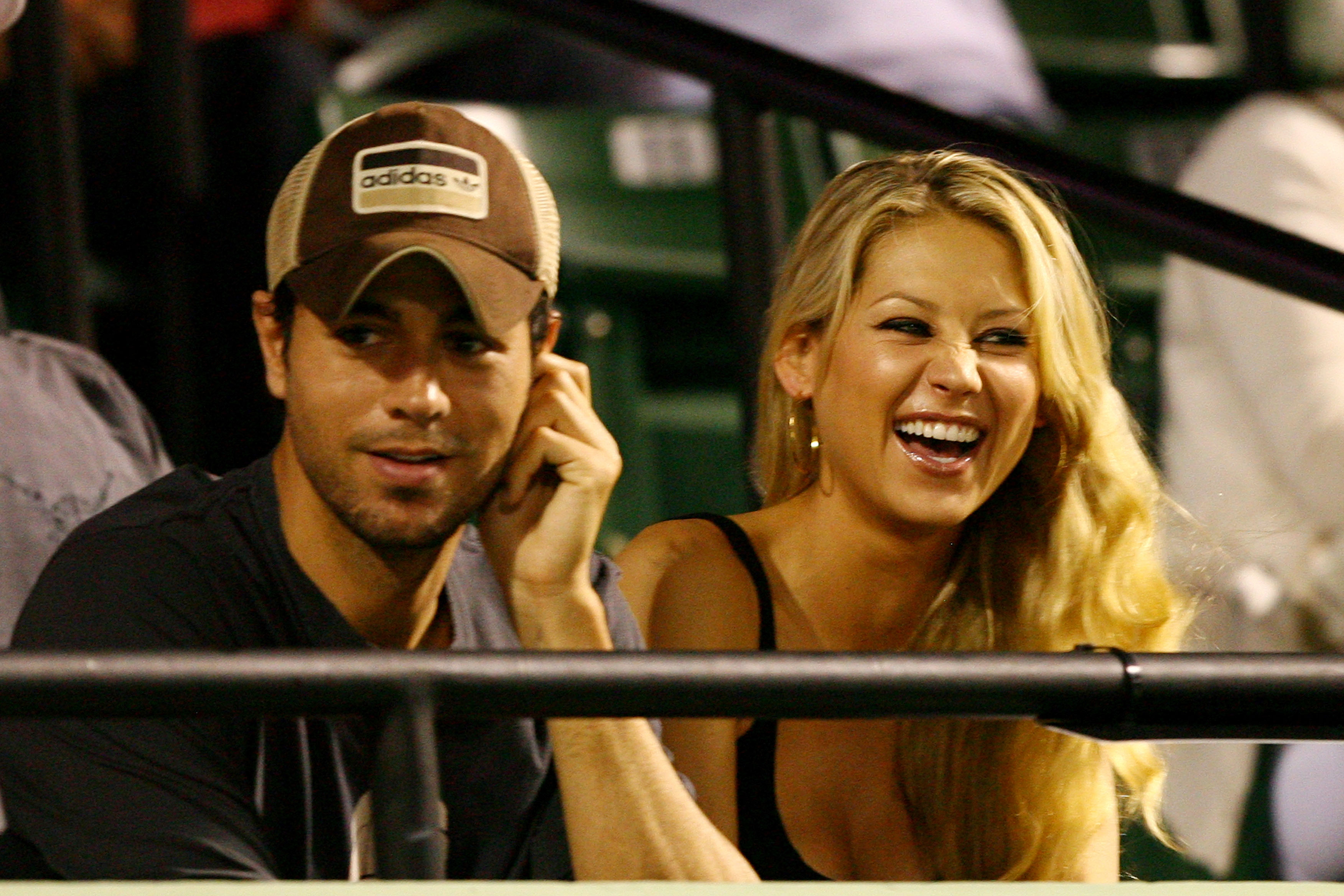 Enrique Iglesias and girlfriend Anna Kournikova watch as Venus Williams plays her semifinal match against Serena Williams at the Sony Ericsson Open at the Crandon Park Tennis Center on April 2, 2009, in Key Biscayne, Florida. (Getty Images)