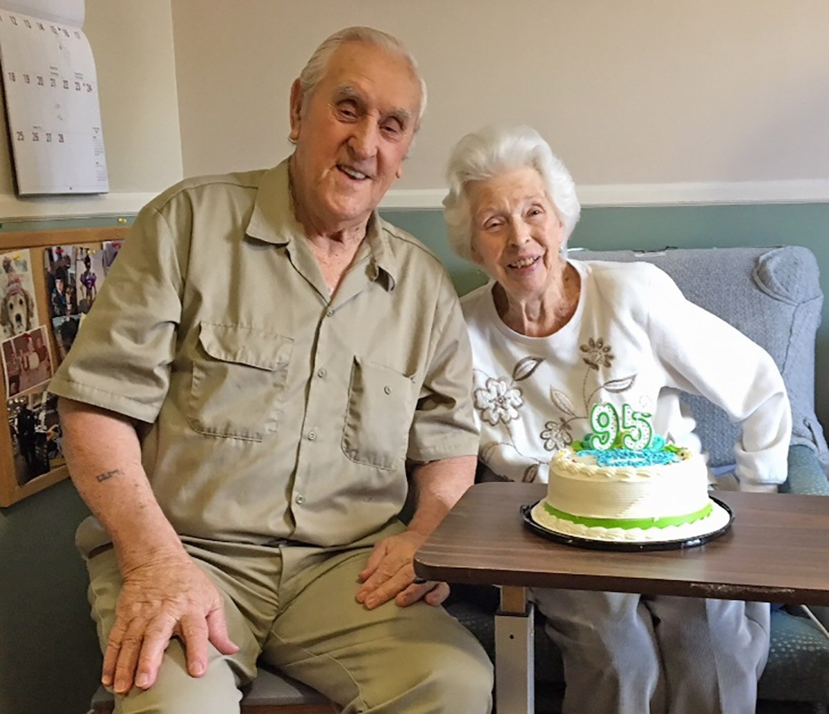 Mendonsa passed away at the assisted-living facility where lived he with his wife, Rita (Source: The Navy Times)