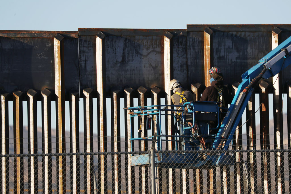People work on the U.S./ Mexican border wall on February 12, 2019, in El Paso, Texas. (Photo by Joe Raedle/Getty Images)