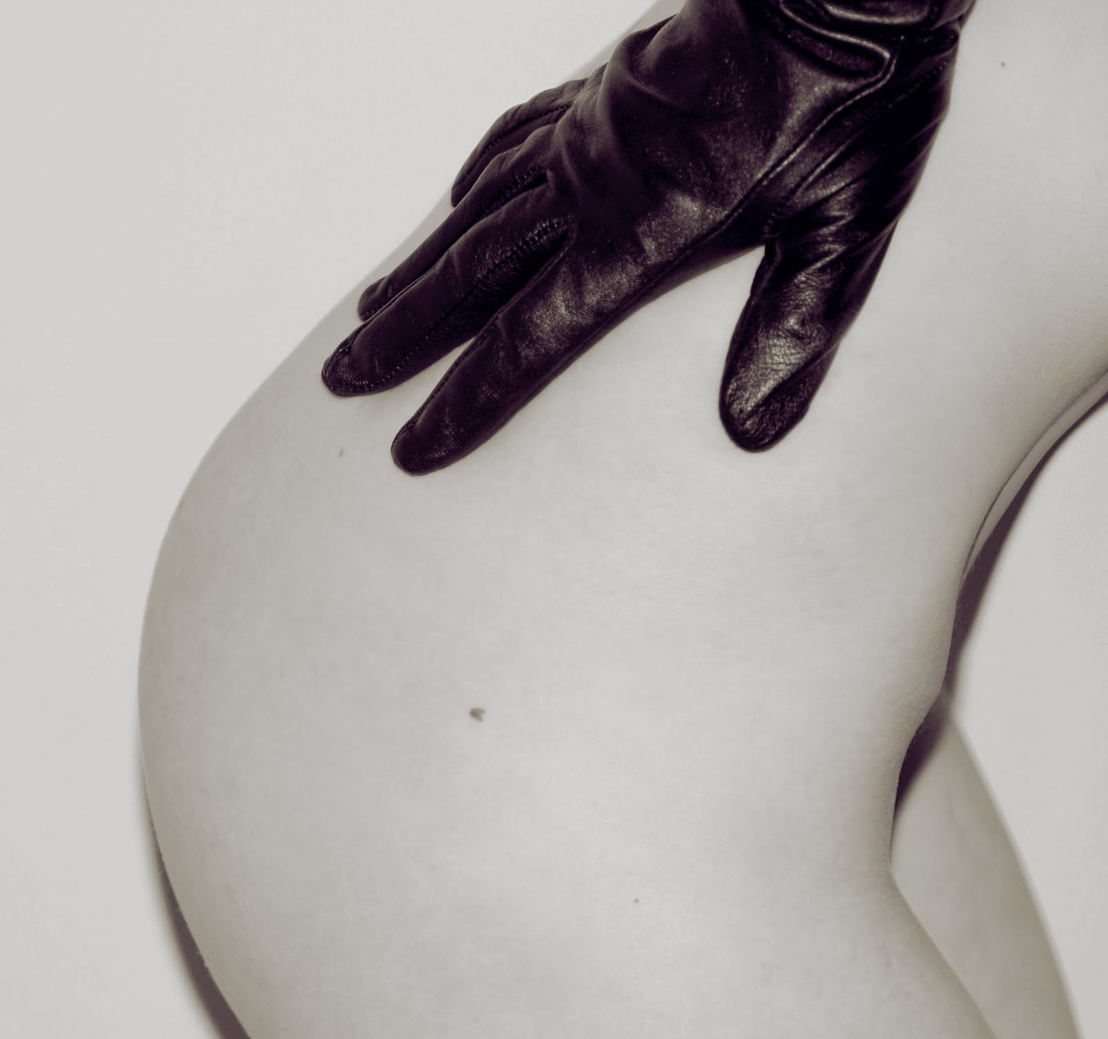 The provocative album art for The Strokes' 'Is This It' featured a leather glove-clad hand resting on a woman's nude behind - an image that has become synonymous with the wave of garage rock revival.