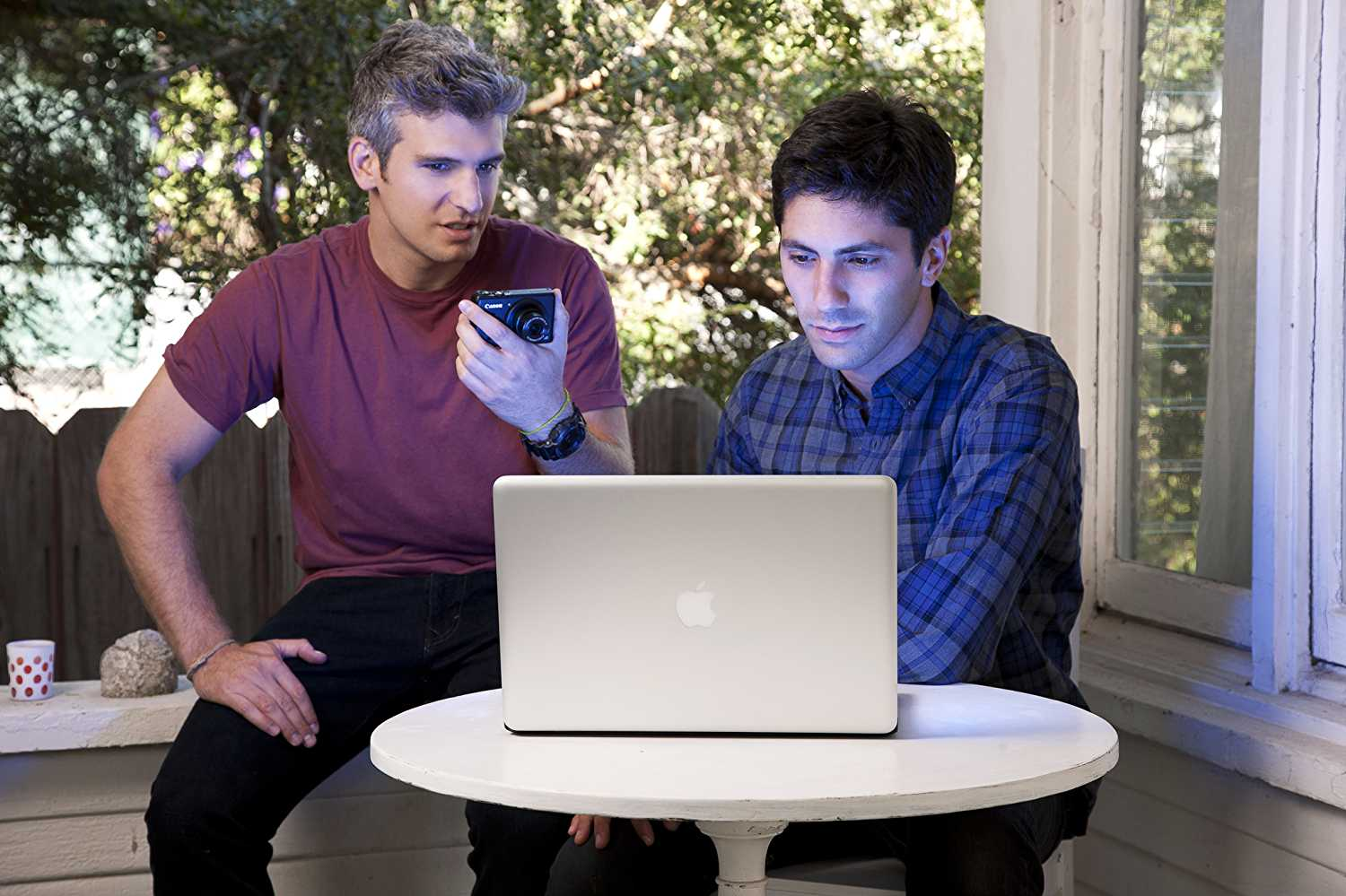 Schulman and Joseph help people to speculate their relationships online. (IMDb)