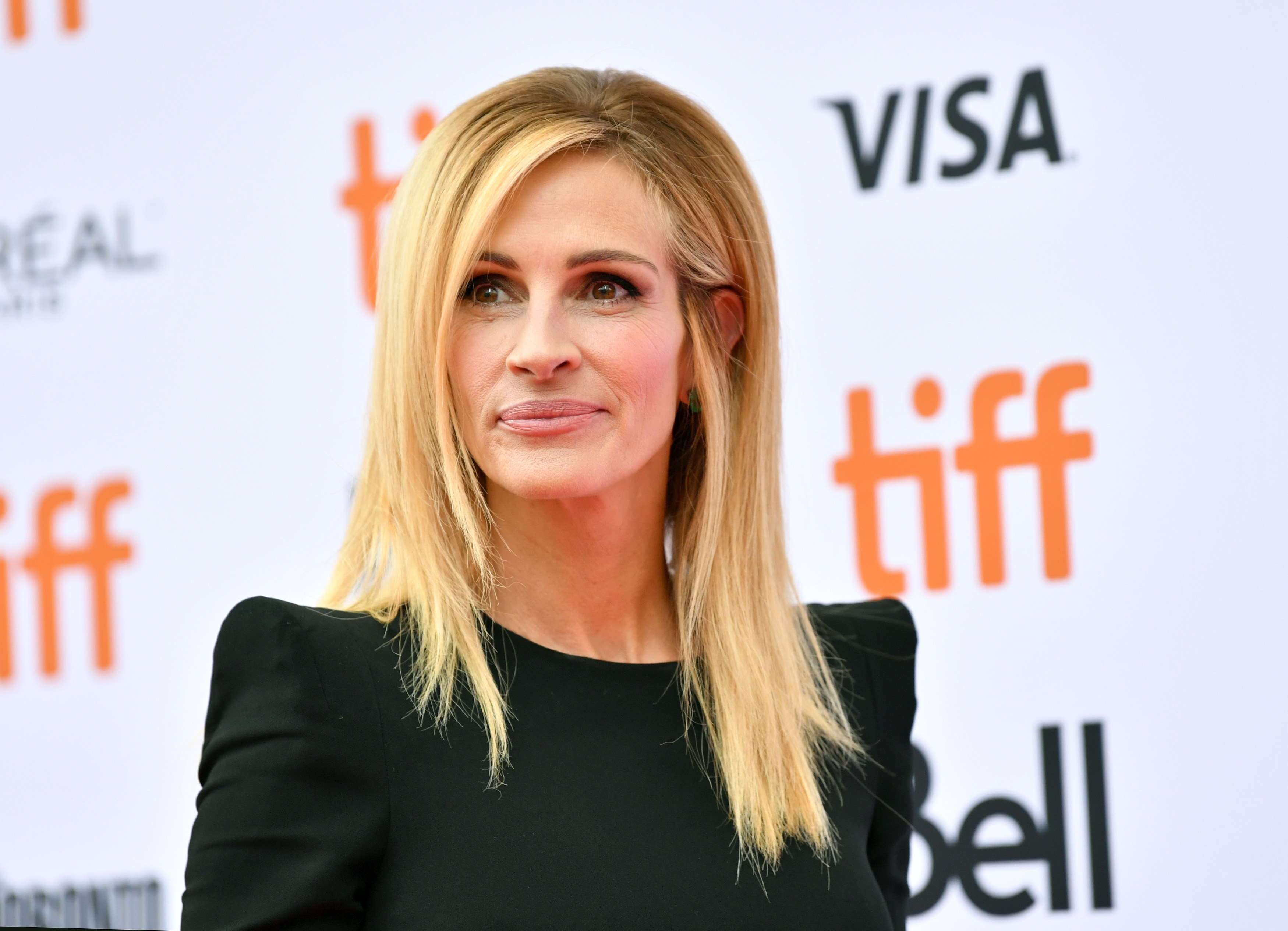 Julia Roberts slams Lori Loughlin and Felicity Huffman for college admissions scandal (Source: Getty Images)