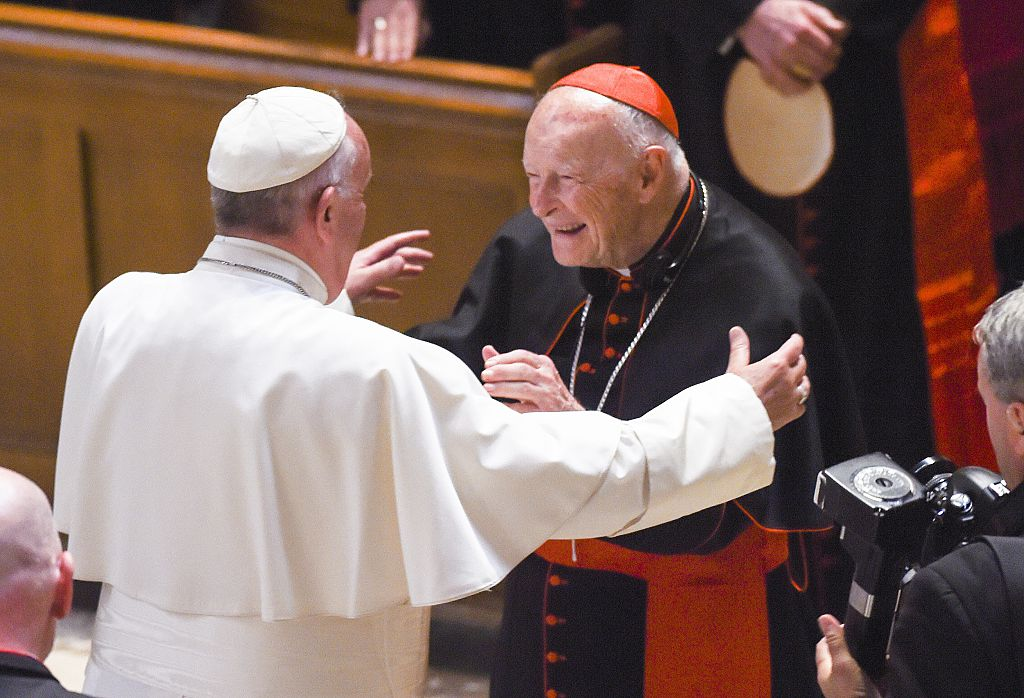 Cardinal Archbishop emeritus Theodore McCarrick (C) greets Pope Francis (L). (Photo by Jonathan Newton-Pool/Getty Images)
