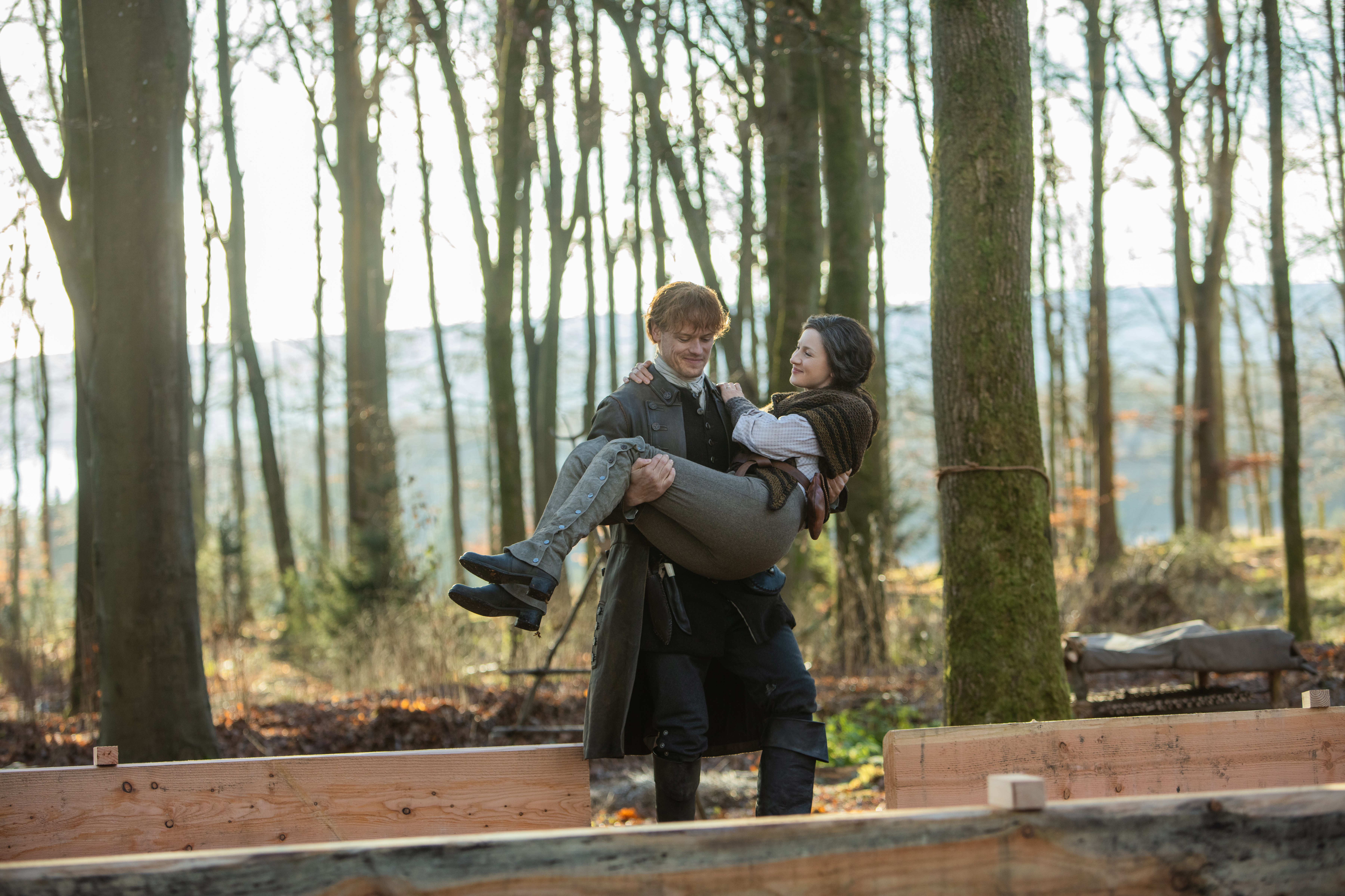Jamie and Claire Fraser building Frasers Ridge (Starz)
