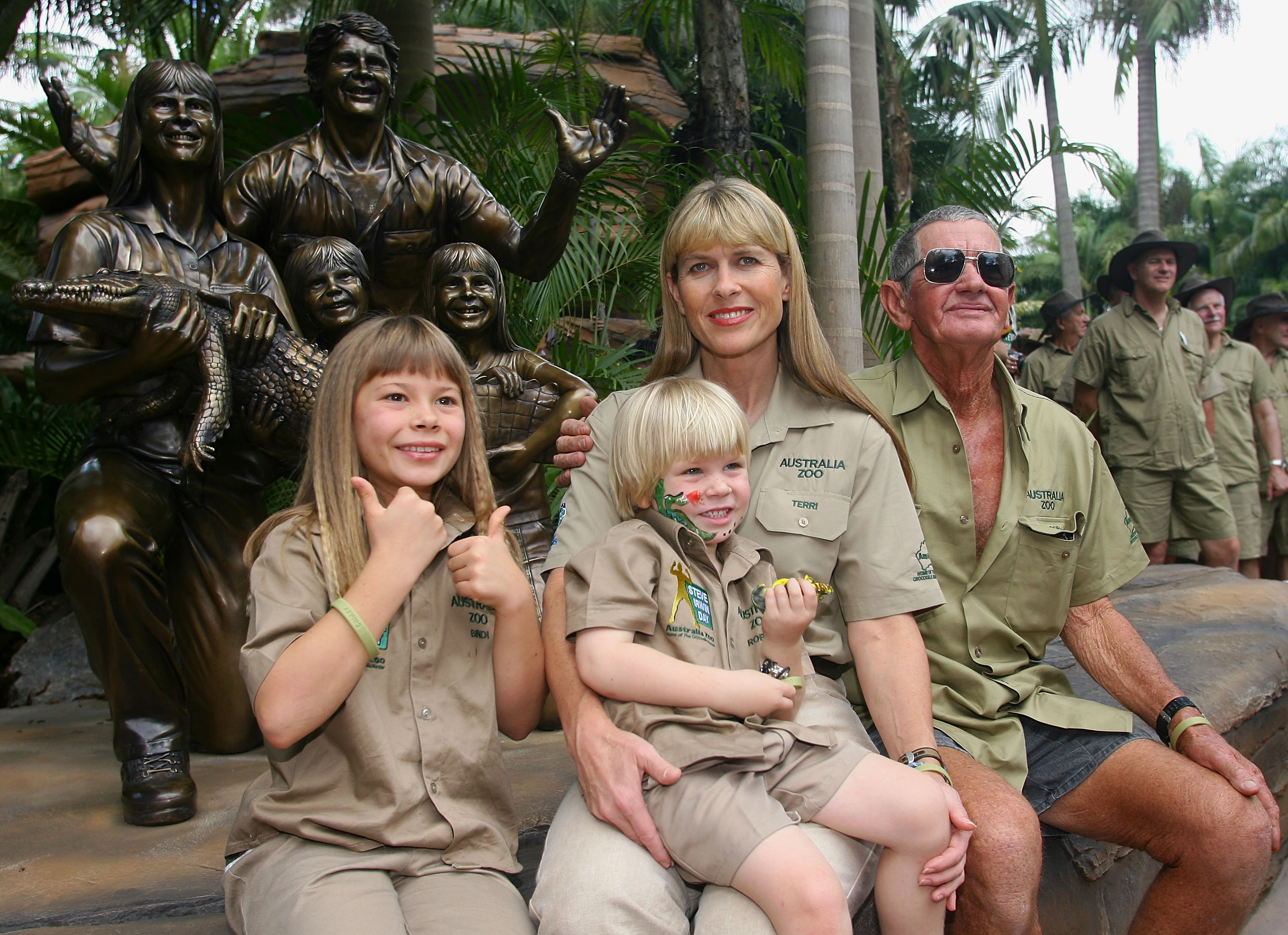 Bindi, Robert, Terri and Bob Irwin pose in front of a statue of the family that was unveiled today during 'Steve Irwin Memorial Day' at Australia Zoo on November 15, 2007 on the Sunshine Coast, Australia. (Photo by Bradley Kanaris/Getty Images)