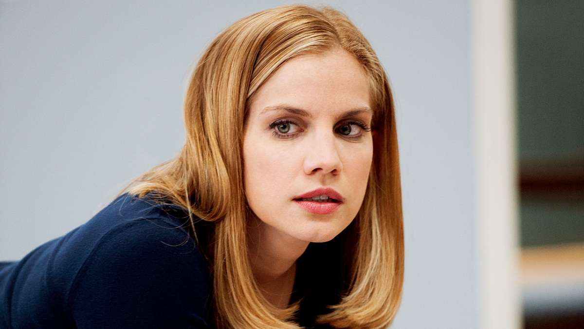 Anna Chlumsky as Amy Brookheimer (HBO)
