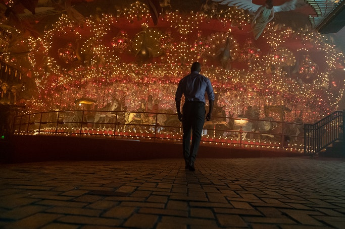 Shadow Moon is awed by the carousel in House on the Rock in 'American Gods' season 2 episode 1. (Source: Starz)