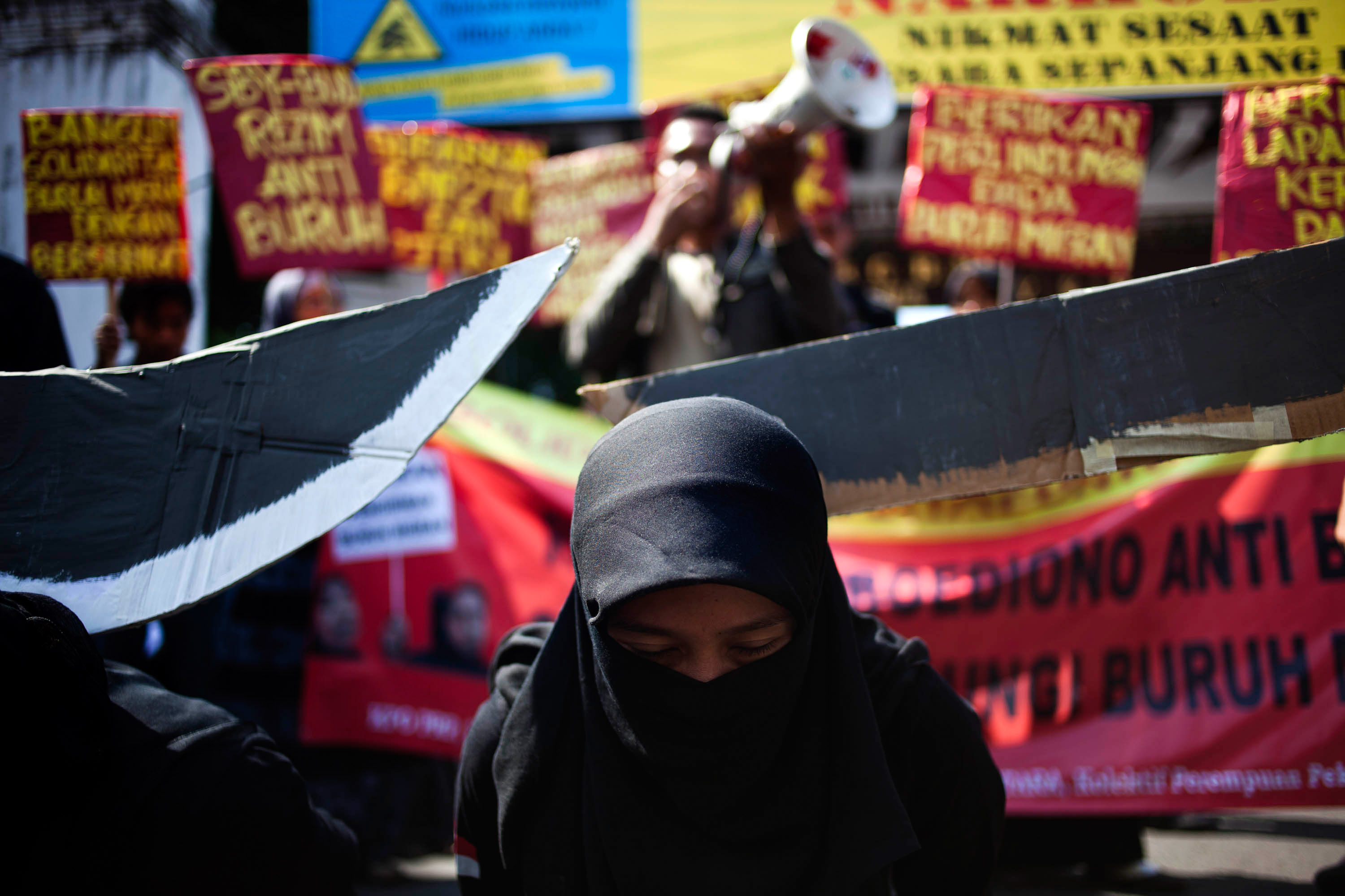 Protesters demonstrate in front of the Presidential Palace claiming the Indonesian Government is failing to protect its migrant workers following the recent execution of an Indonesian maid in Saudi Arabia, on June 24, 2011, in Yogyakarta, Indonesia. (Getty Images)
