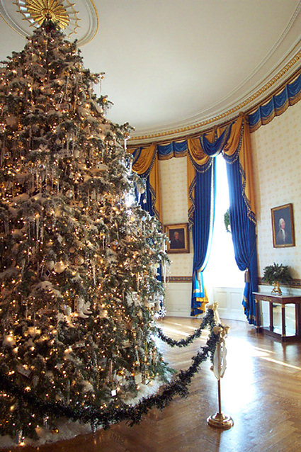 The Blue Room in 2001 at Christmastime (Wasylik) - The White House Museum