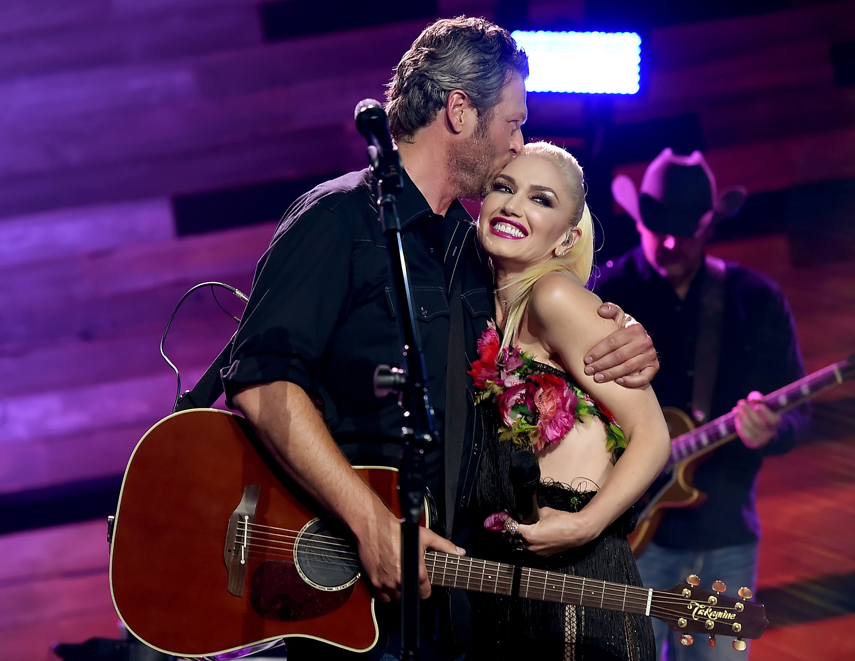 Singers Blake Shelton (L) and Gwen Stefani perform on the Honda Stage at the iHeartRadio Theater on May 9, 2016 in Burbank, California. (Photo by Kevin Winter/Getty Images for iHeartMedia)