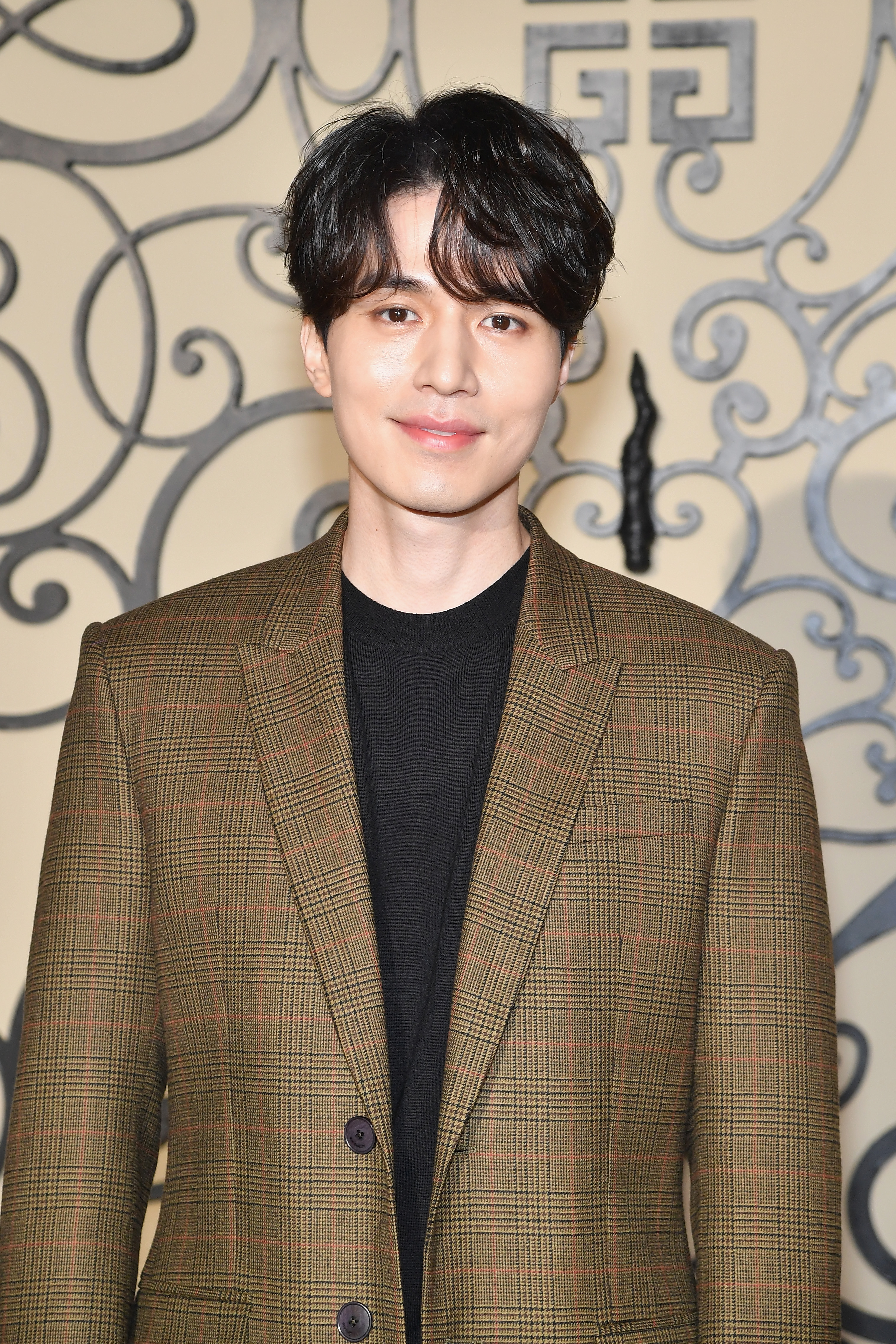 Lee Dong-wook attends the Givenchy show as part of the Paris Fashion Week Womenswear Spring/Summer 2018 on October 1, 2017 in Paris, France.