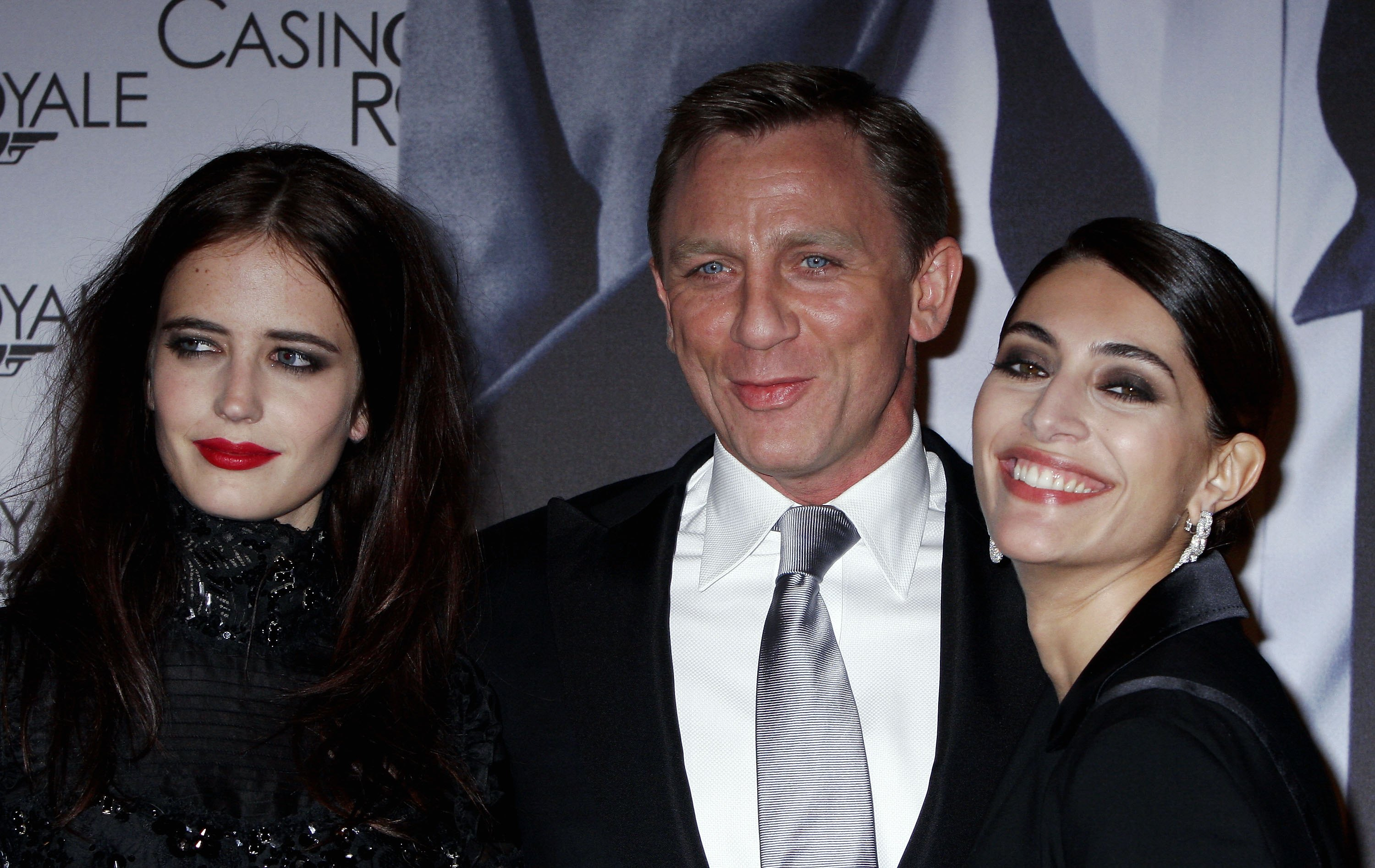(L-R) actors Eva Green, Daniel Craig and Caterina Murino attend the Casino Royale french Premiere at the Grand Rex on November 17, 2006, in Paris, France. (Getty)