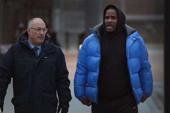 R&B singer R. Kelly (R) and his attorney Steve Greenberg leave Cook County jail after Kelly posted $100 thousand bond on February 25 (Source: Getty Images)