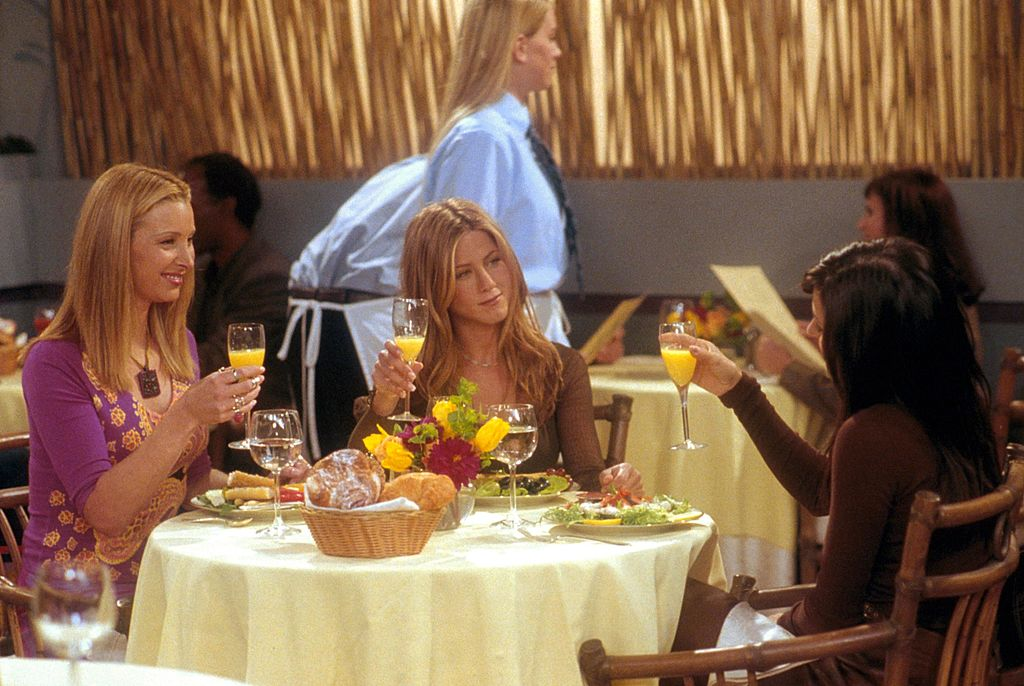 Lisa Kudrow (as Phoebe), Jennifer Aniston (as Rachel) and Courteney Cox (as Monica) act in a scene from 'Friends' (Season 7, 'The One With The Nap Partners'). (Photo by NBC/Newsmakers)