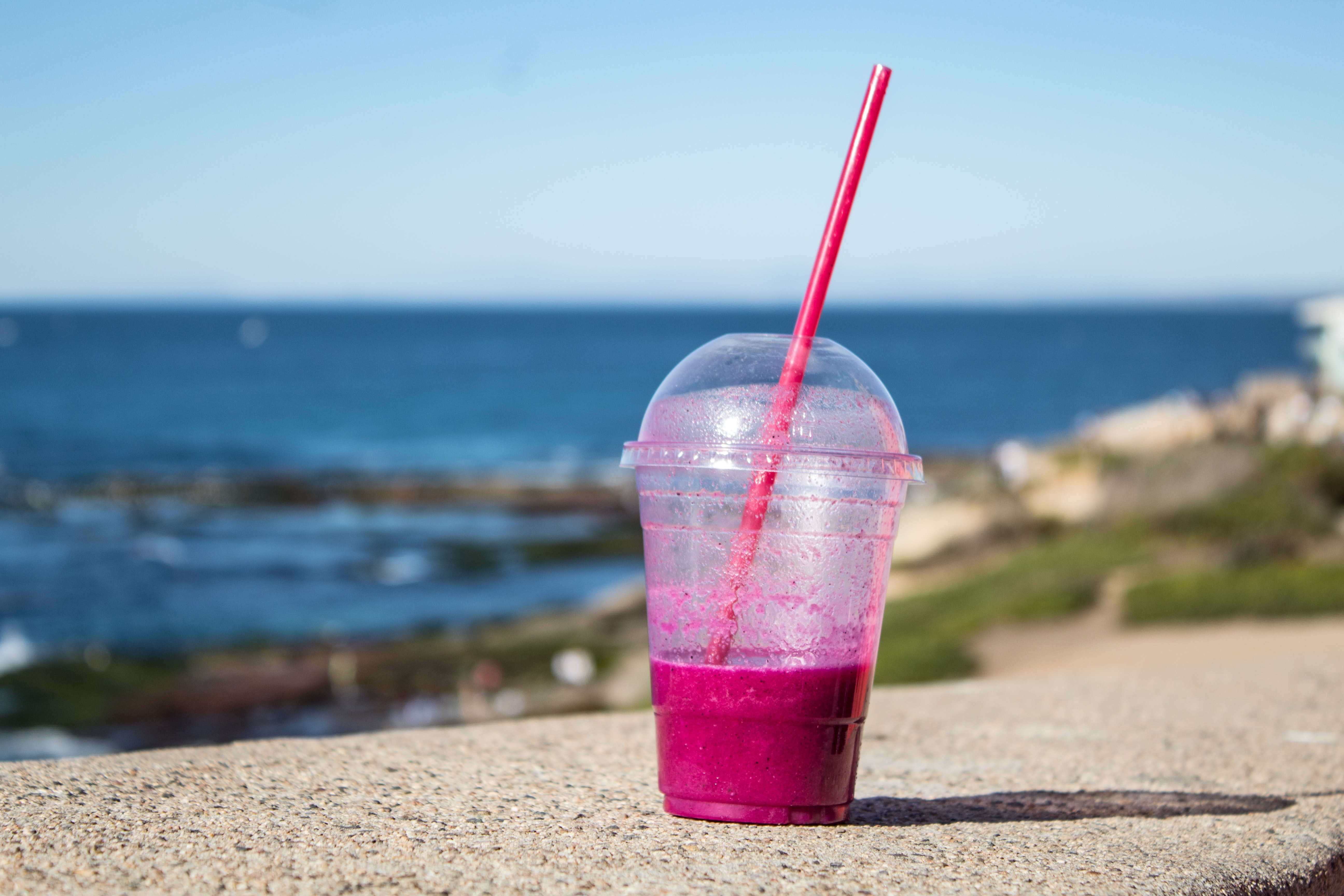 Fine for using straws will be imposed on big businesses that do not abide by the laws (Pexels)