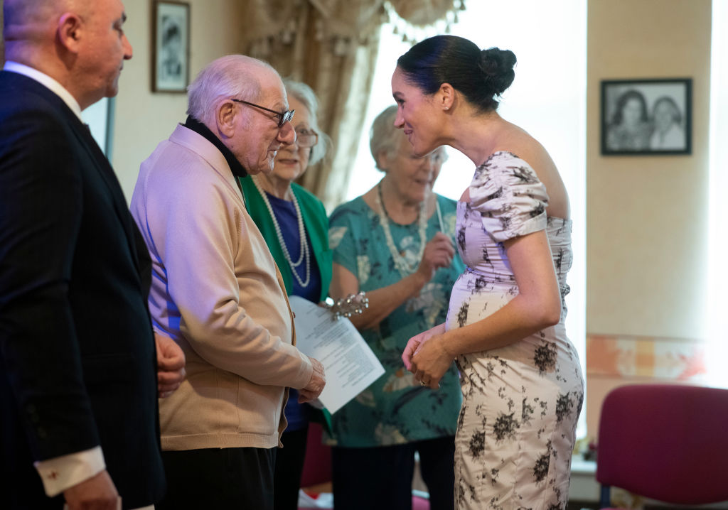 Meghan, Duchess of Sussex speaks to Reg Brigden as she visits the Royal Variety Charity's residential nursing and care home at Brinsworth House on December 18, 2018 in Twickenham, England. (Photo by Geoff Pugh- WPA Pool/Getty Images)