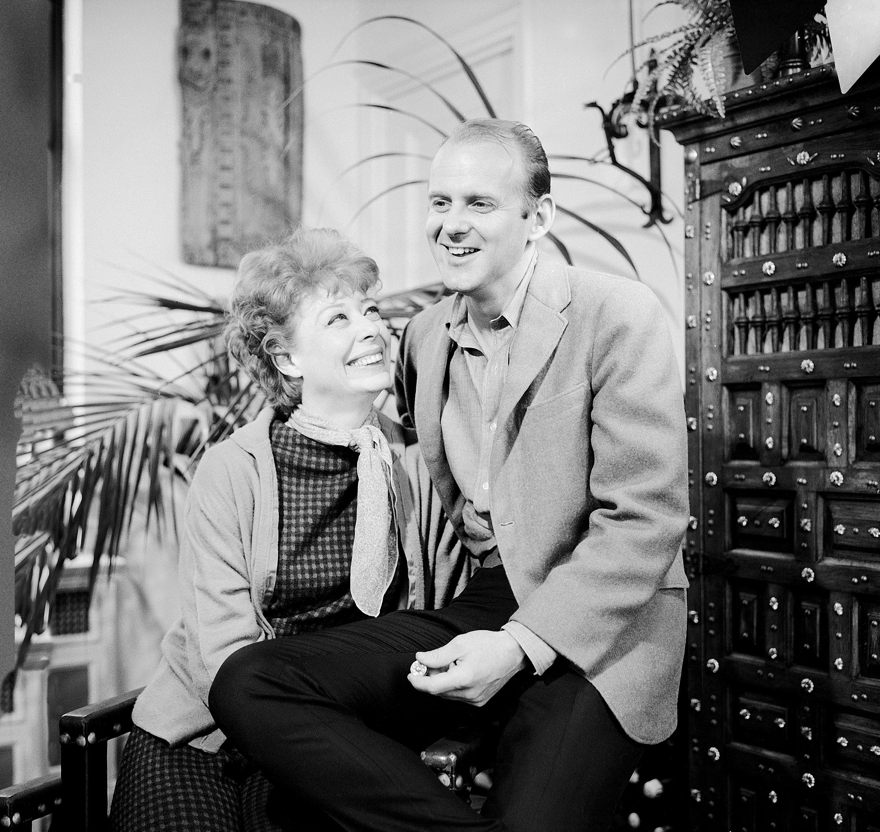 Actress Gwen Verdon (1925 - 2000) and husband, choreographer Bob Fosse (1927 - 1987), in their apartment in New York, New York, March 24, 1966. (Photo by Martha Holmes/The LIFE Images Collection/Getty Images)