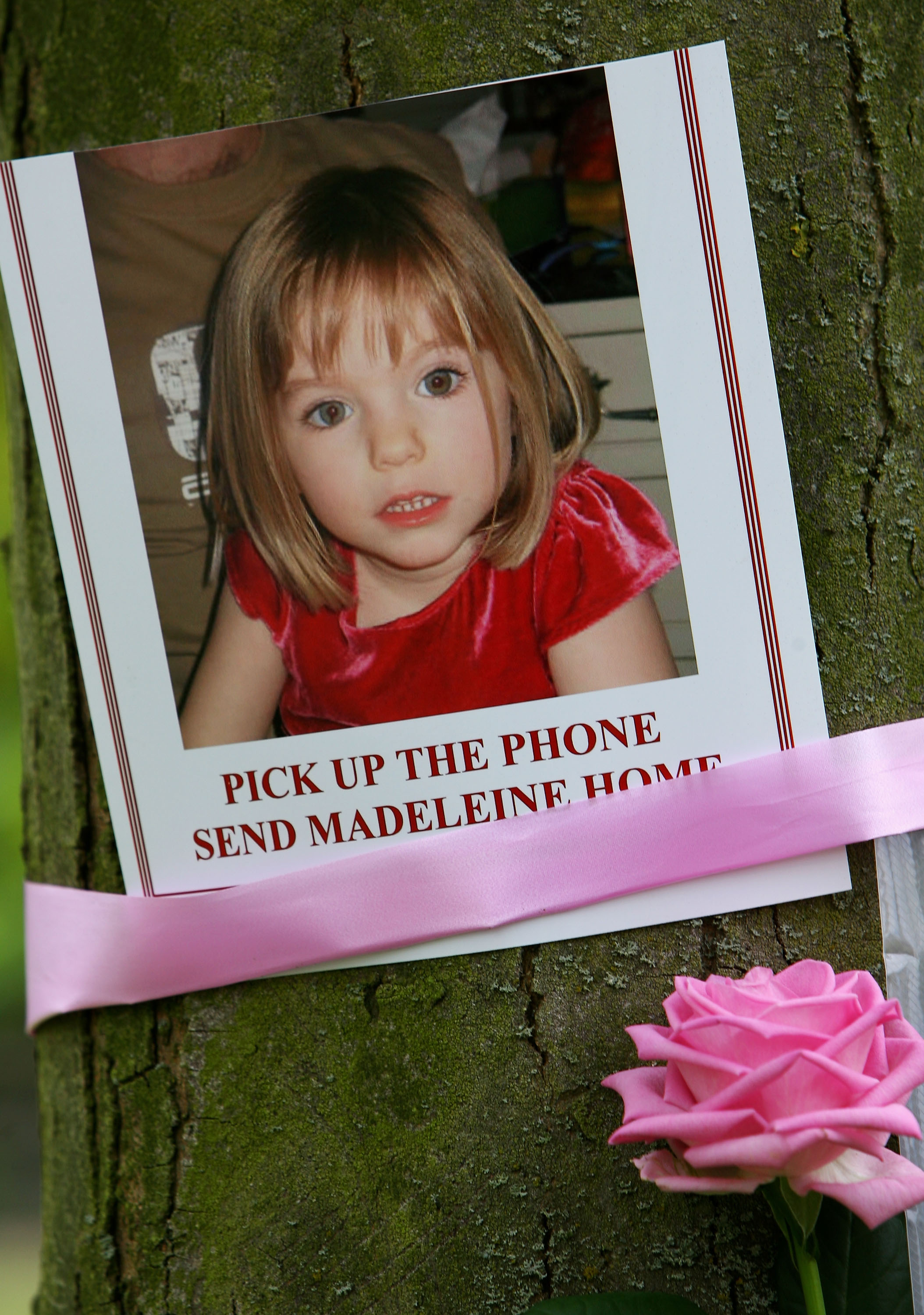 Tributes are seen in Rothley Village Centre showing support to Madeleine McCann on April 12, 2007, in Rothley, England. (Getty)
