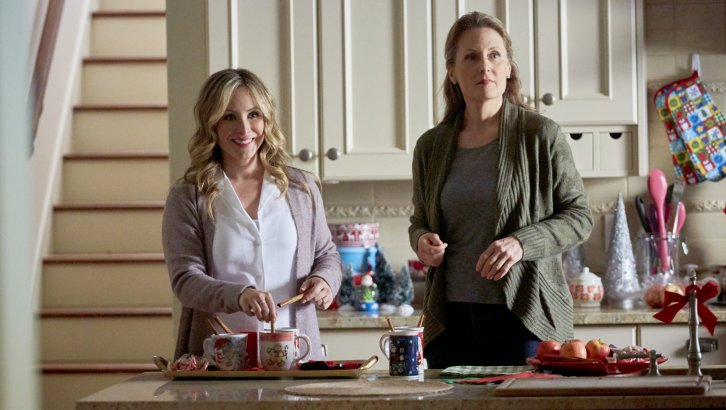 Lisa Durupt (L) pictured in a still from 'Reunited at Christmas' (Source: Hallmark Channel)