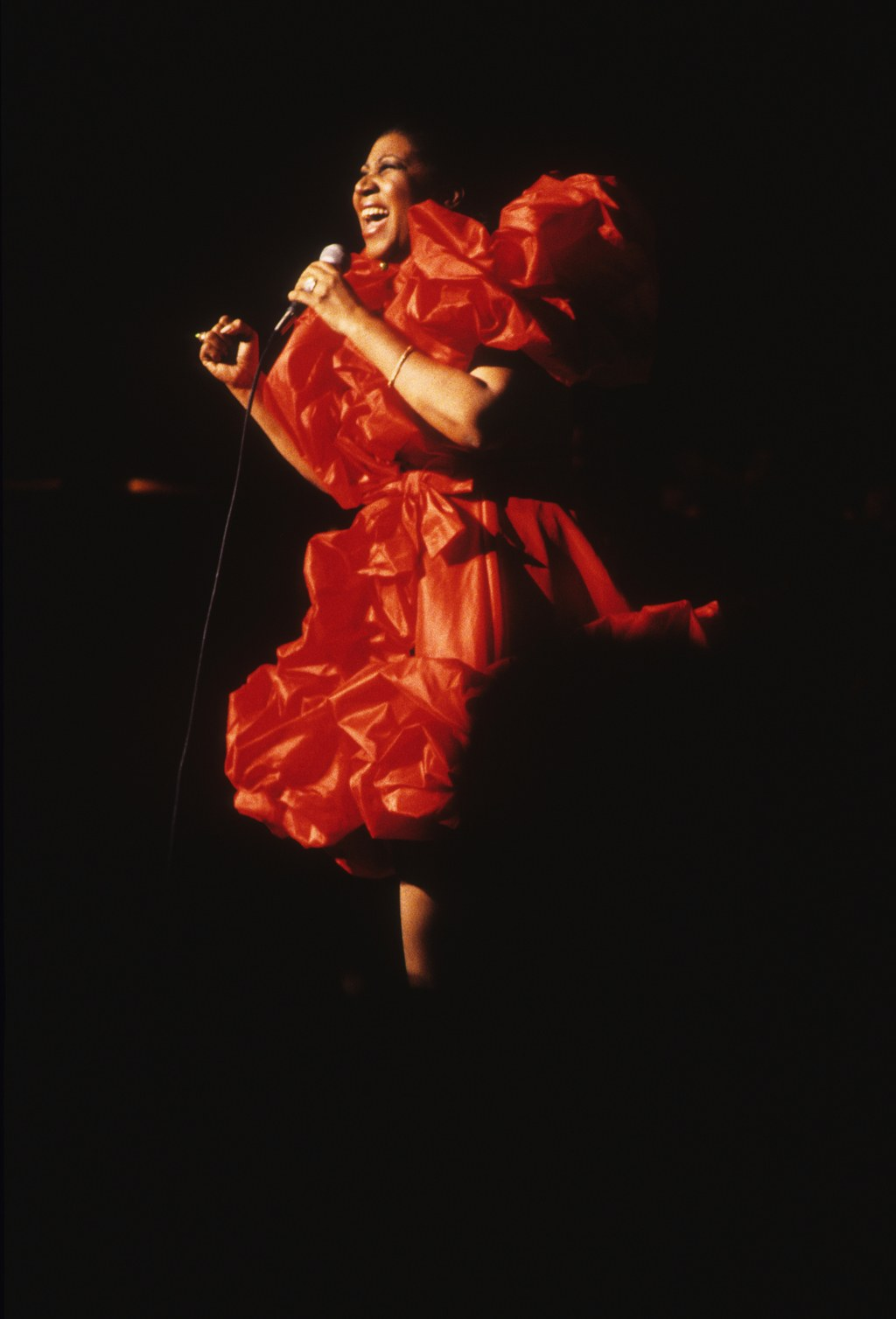 Aretha Franklin wears a red structured ball gown in her performance in 1992 (Getty Images)