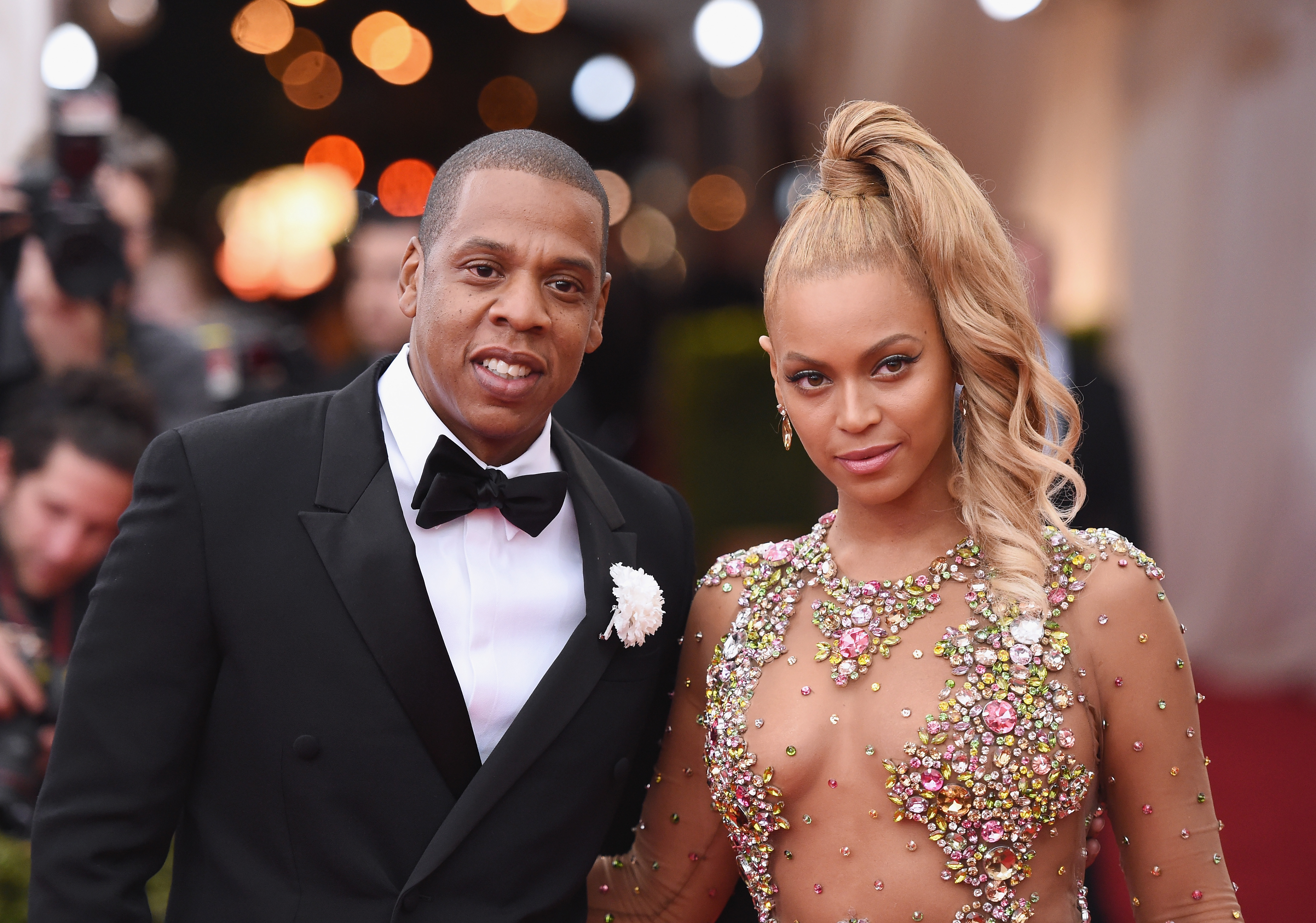 Jay Z (L) and Beyonce attend the 'China: Through The Looking Glass' Costume Institute Benefit Gala at the Metropolitan Museum of Art on May 4, 2015 in New York City. (Photo by Hubert Boesl/picture alliance via Getty Images)