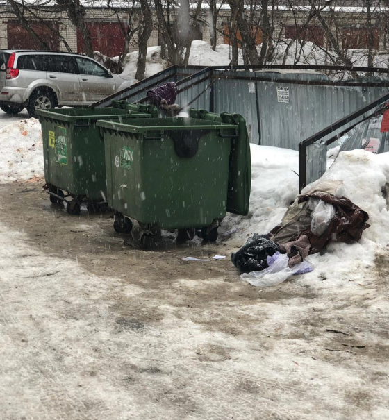 The dumpster the baby was thrown in (Source: VK.com)