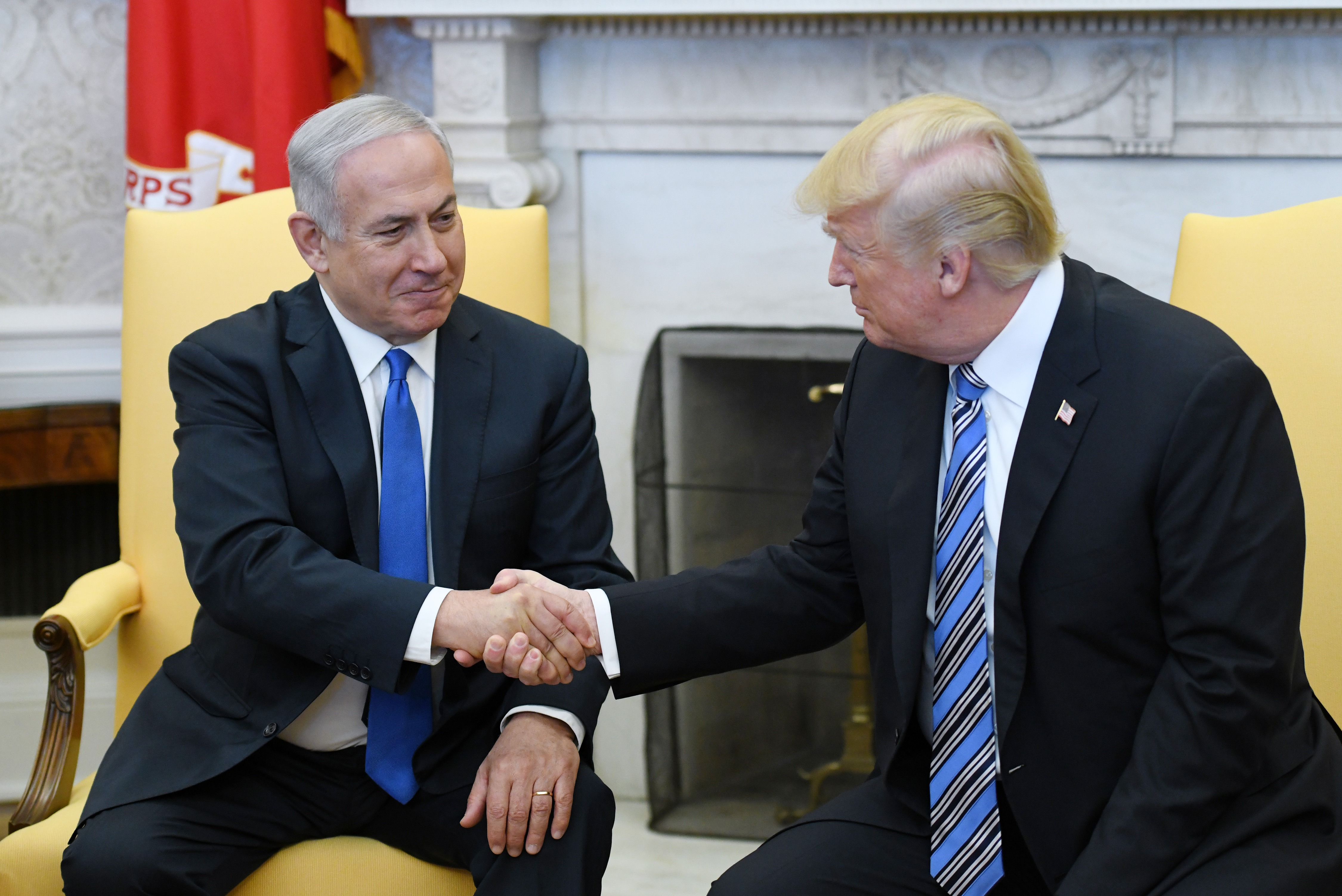 (AFP OUT) U.S. President Donald Trump (R) shakes hands with Israel Prime Minister Benjamin Netanyahu as they meet in the Oval Office of the White House March 5, 2018 in Washington, DC. The prime minister is on an official visit to the US until the end of the week. (Getty Images)
