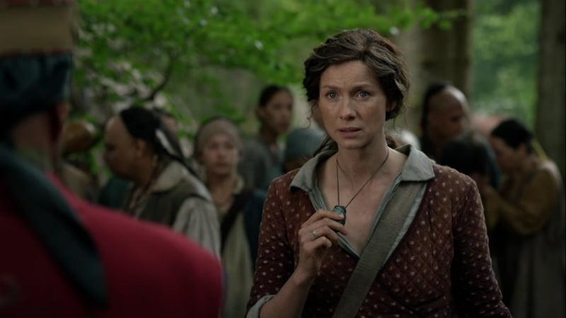 Claire Fraser and Otter Tooth's stone (Starz)