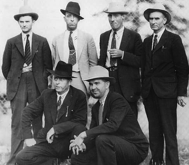 The posse of six. B. M. Gault is standing at the far right. Frank Hamer is kneeling on the left. (Alan Featherstone for Find A Grave)